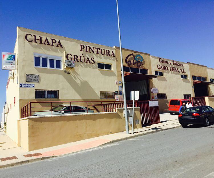 Fachada del taller de chapa y pintura en Huelva