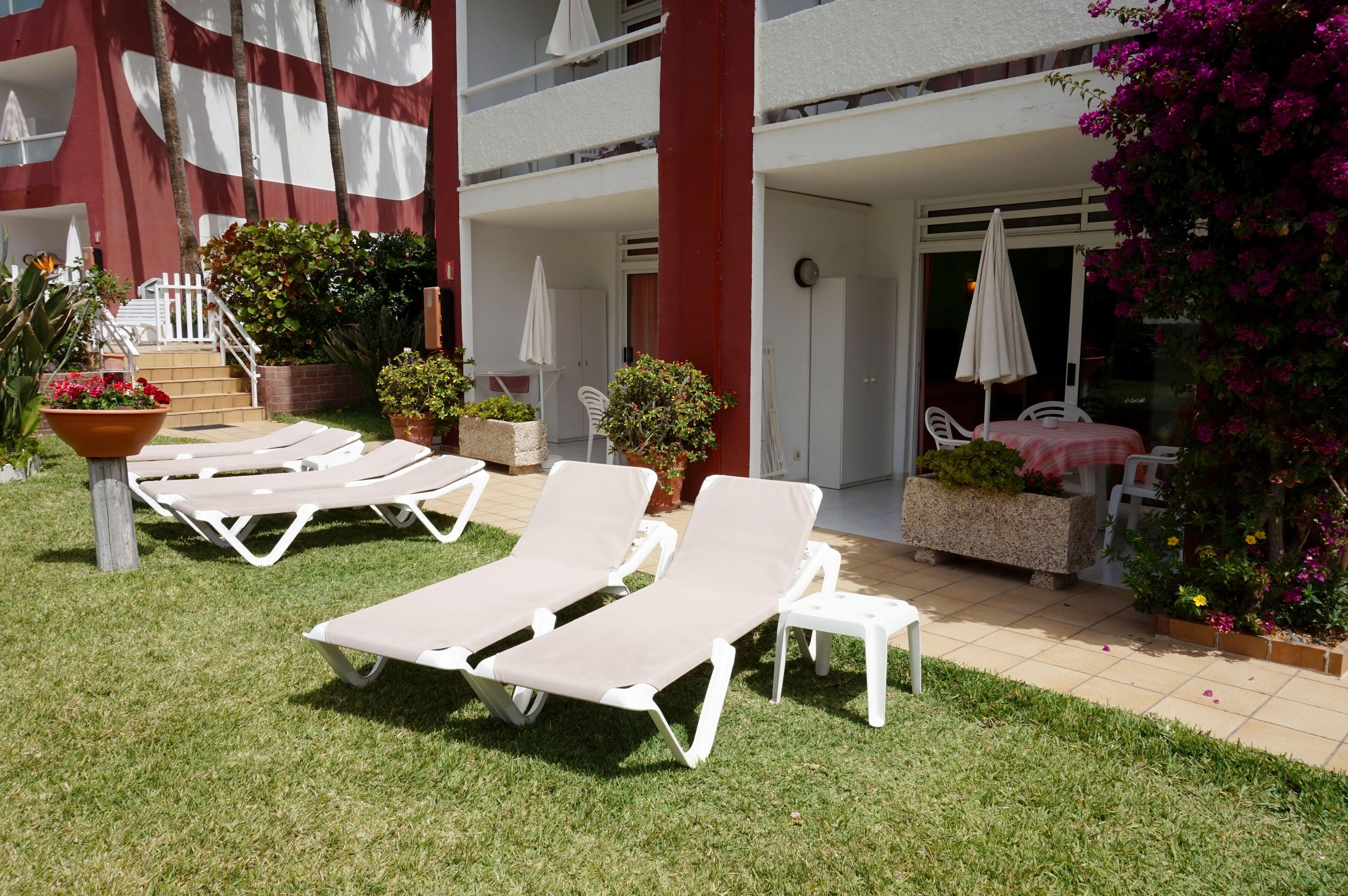 Nuestras dos piscinas y los amplios jardines son el marco ideal para que disfrute de una agradable estancia,