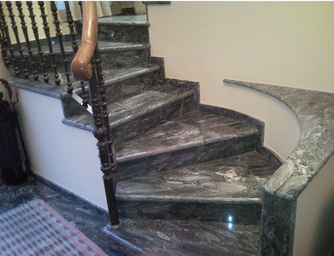 Escaleras de mármol en Rafelbunyol