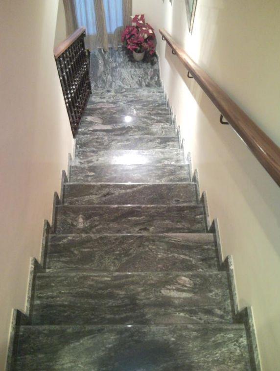 Escaleras y suelos en mármol en Rafelbunyol