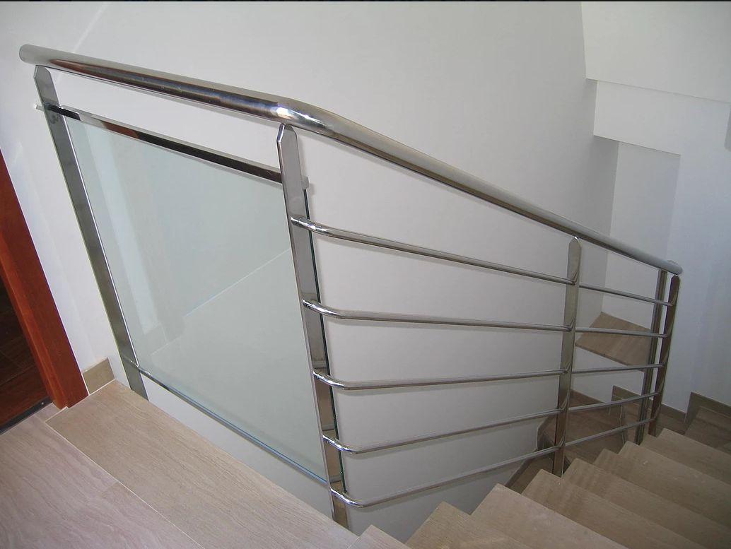Especializados en estructuras metálicas y escaleras