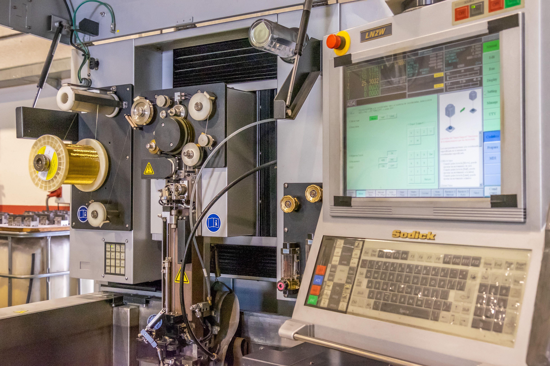 Bobinas y engranaje de maquinaria industrial en Baix Llobregat