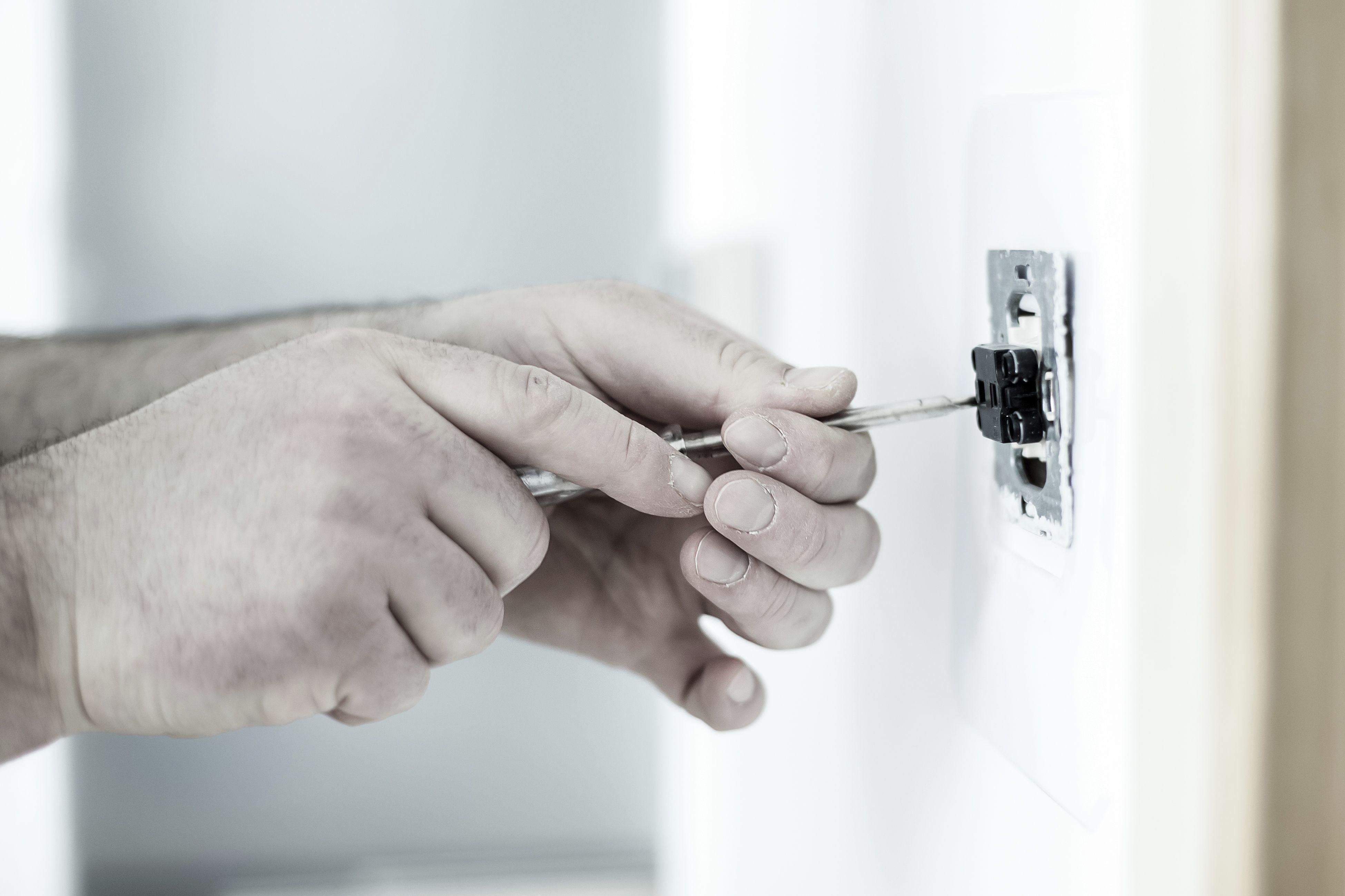 Reparaciones 24 horas de electricidad en Huelva