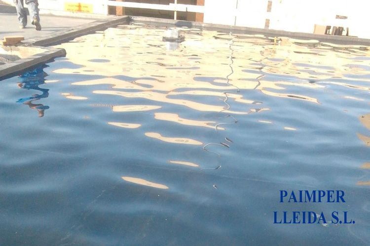 Prueba de agua en cubierta impermeabilizada