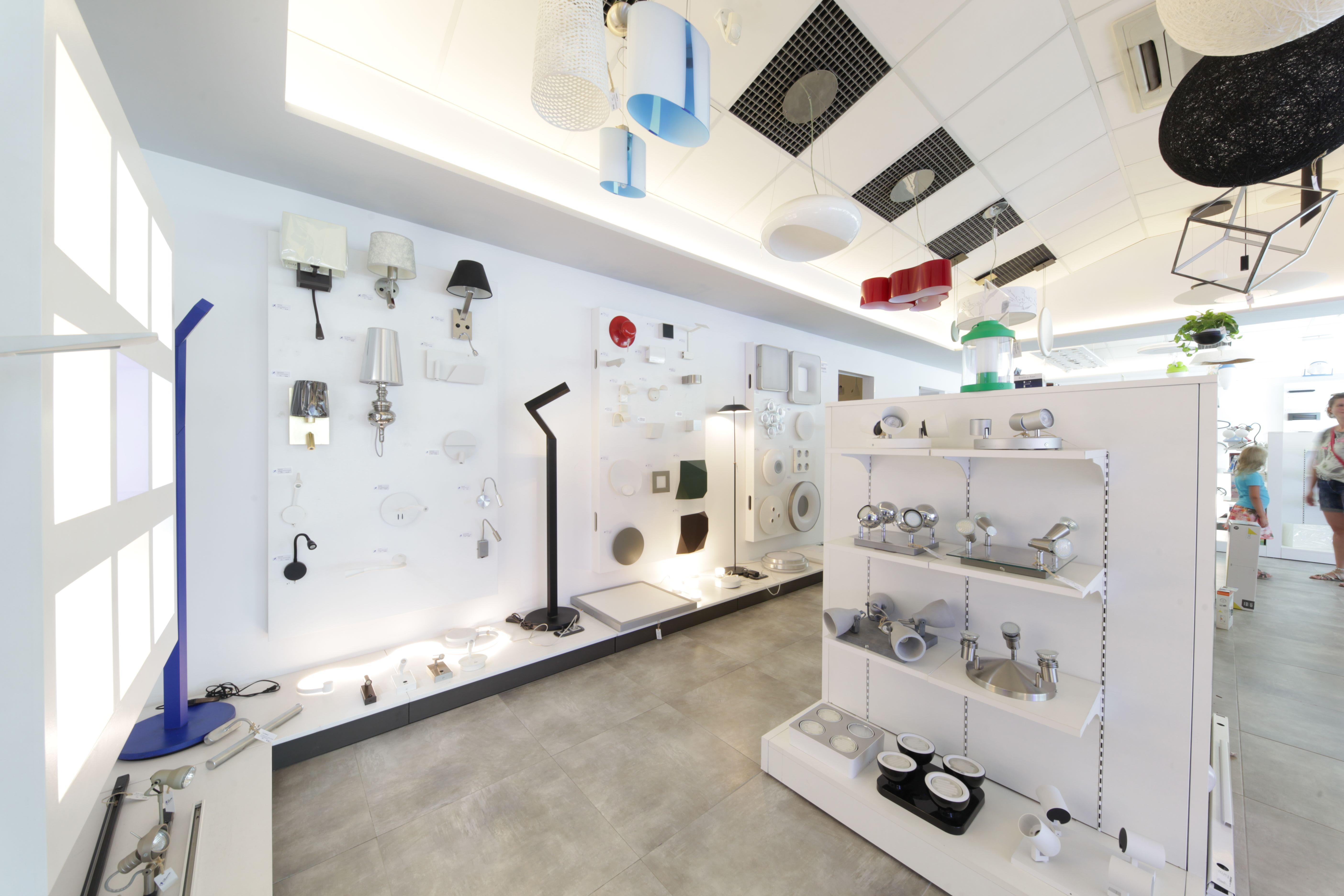 C. B. Electric, tienda de iluminación