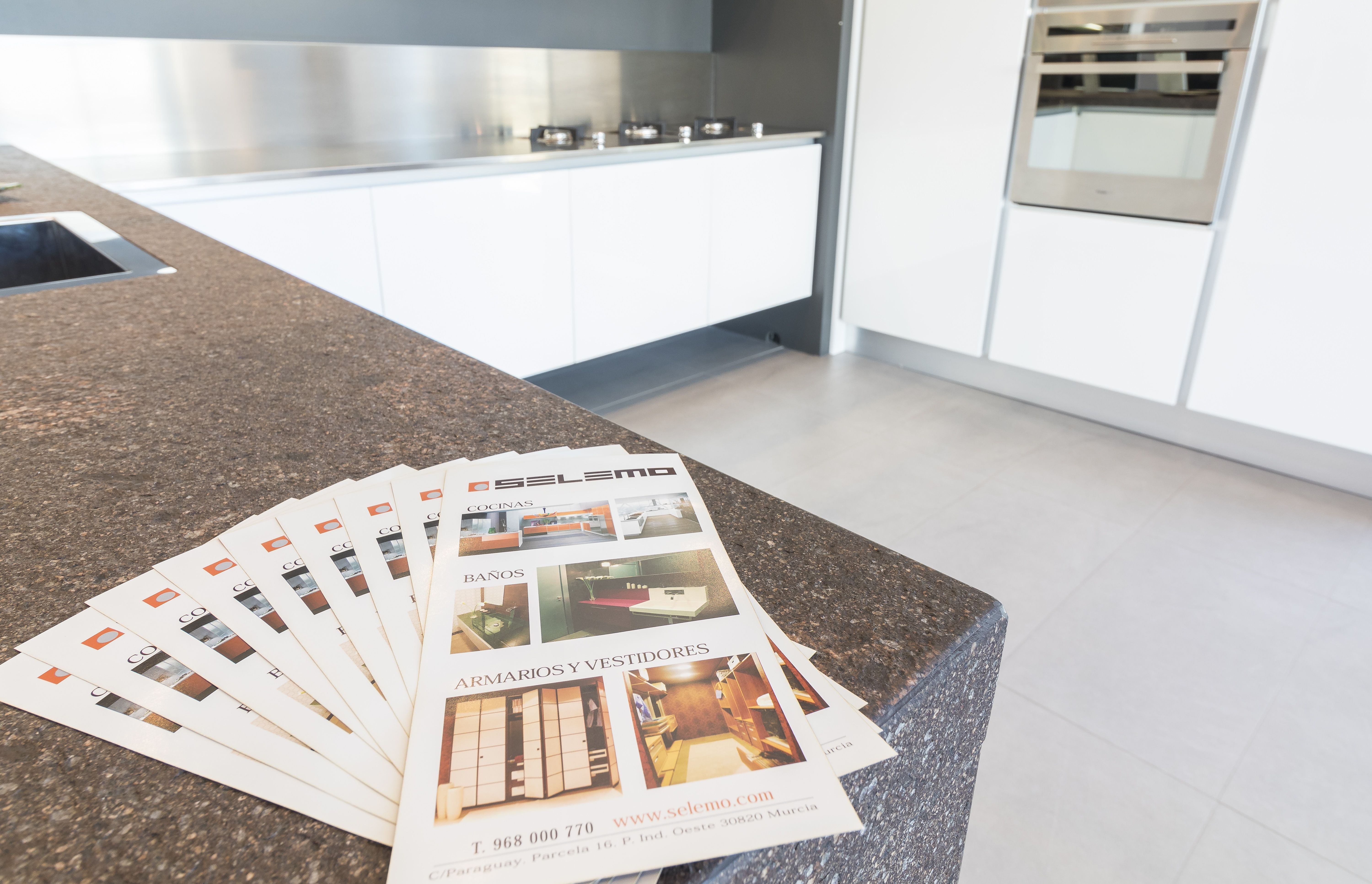 Amplio catálogo de mobiliario para cocinas y baños