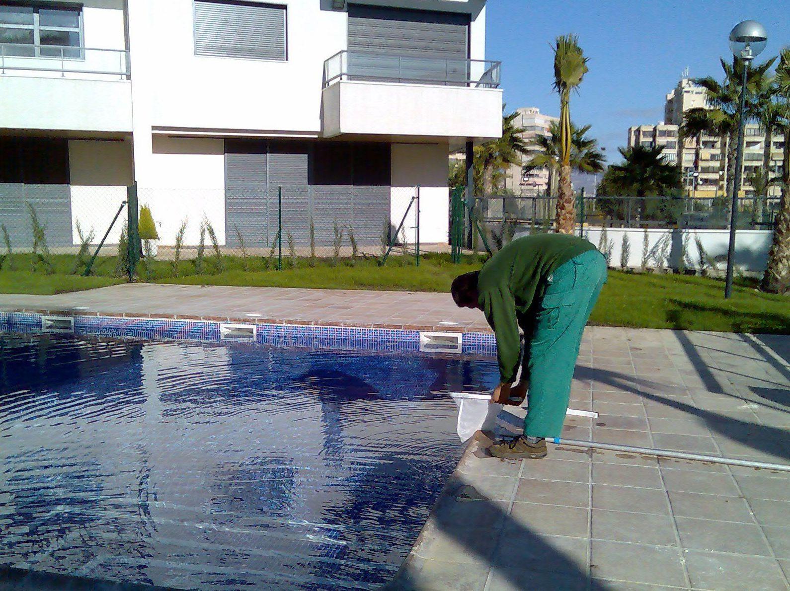 Mantenimiento continuado de piscinas comunitarias y particulares