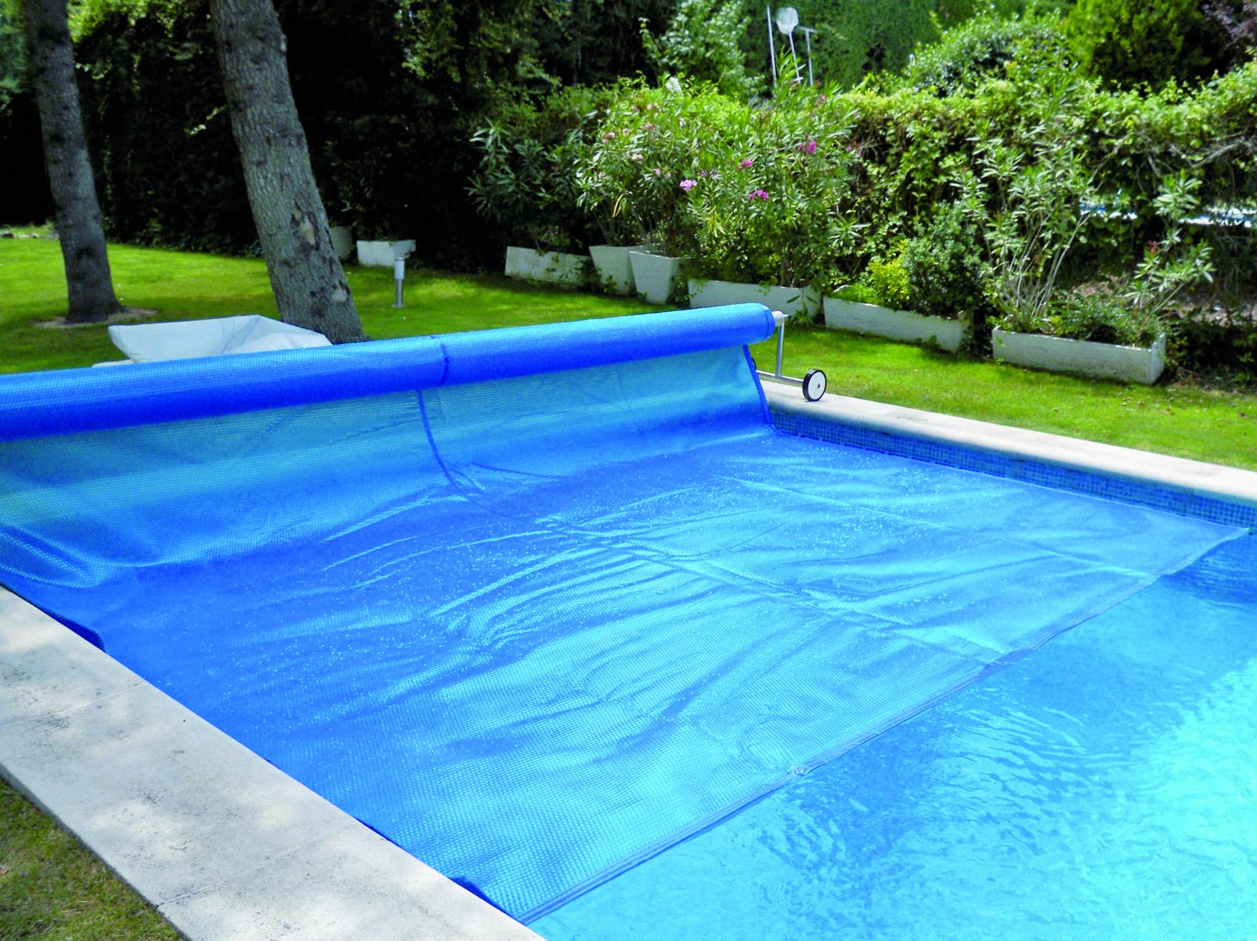 Lona enrollable para cubrir piscina