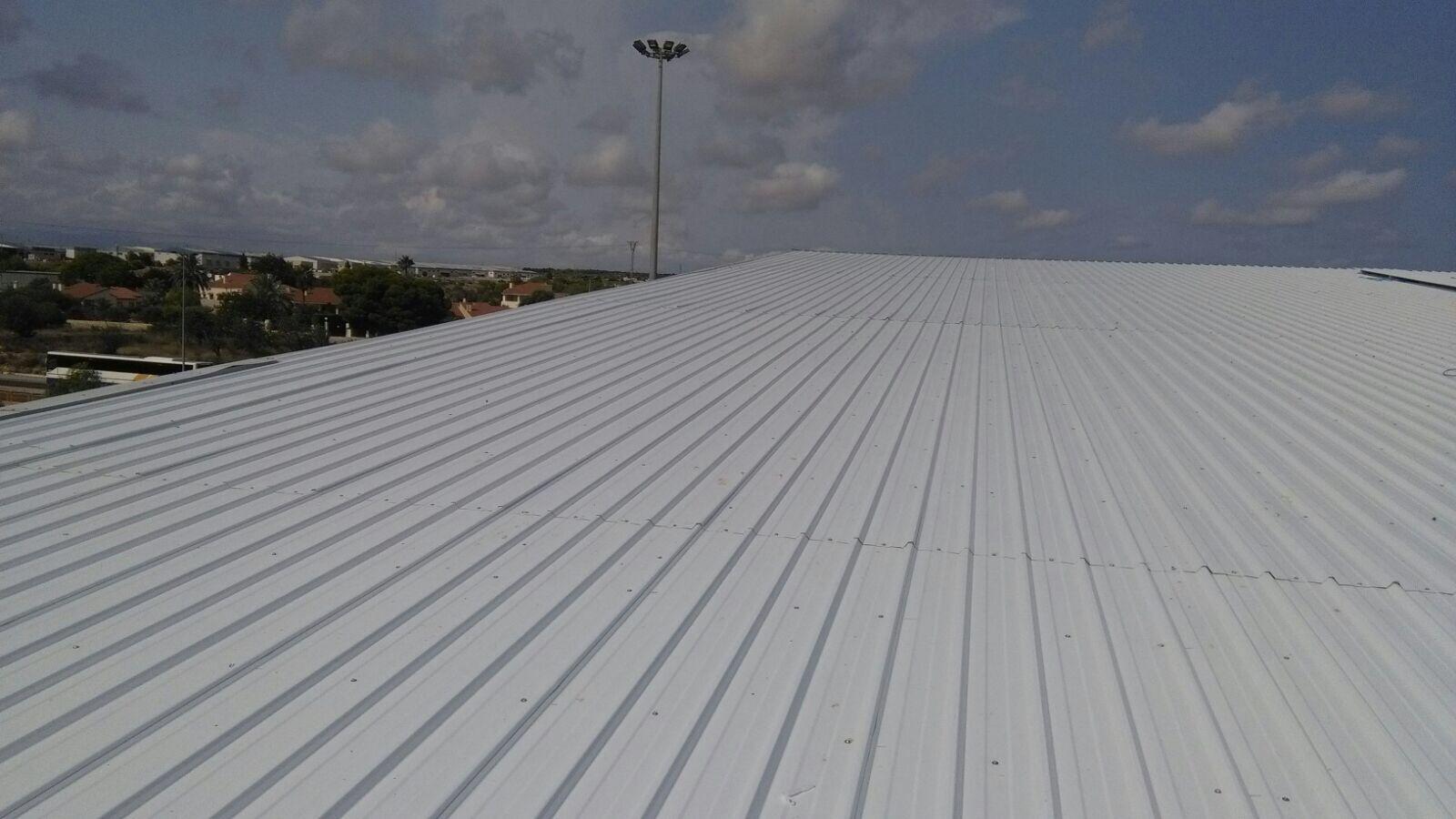Instalación de cubiertas metálicas en Alicante