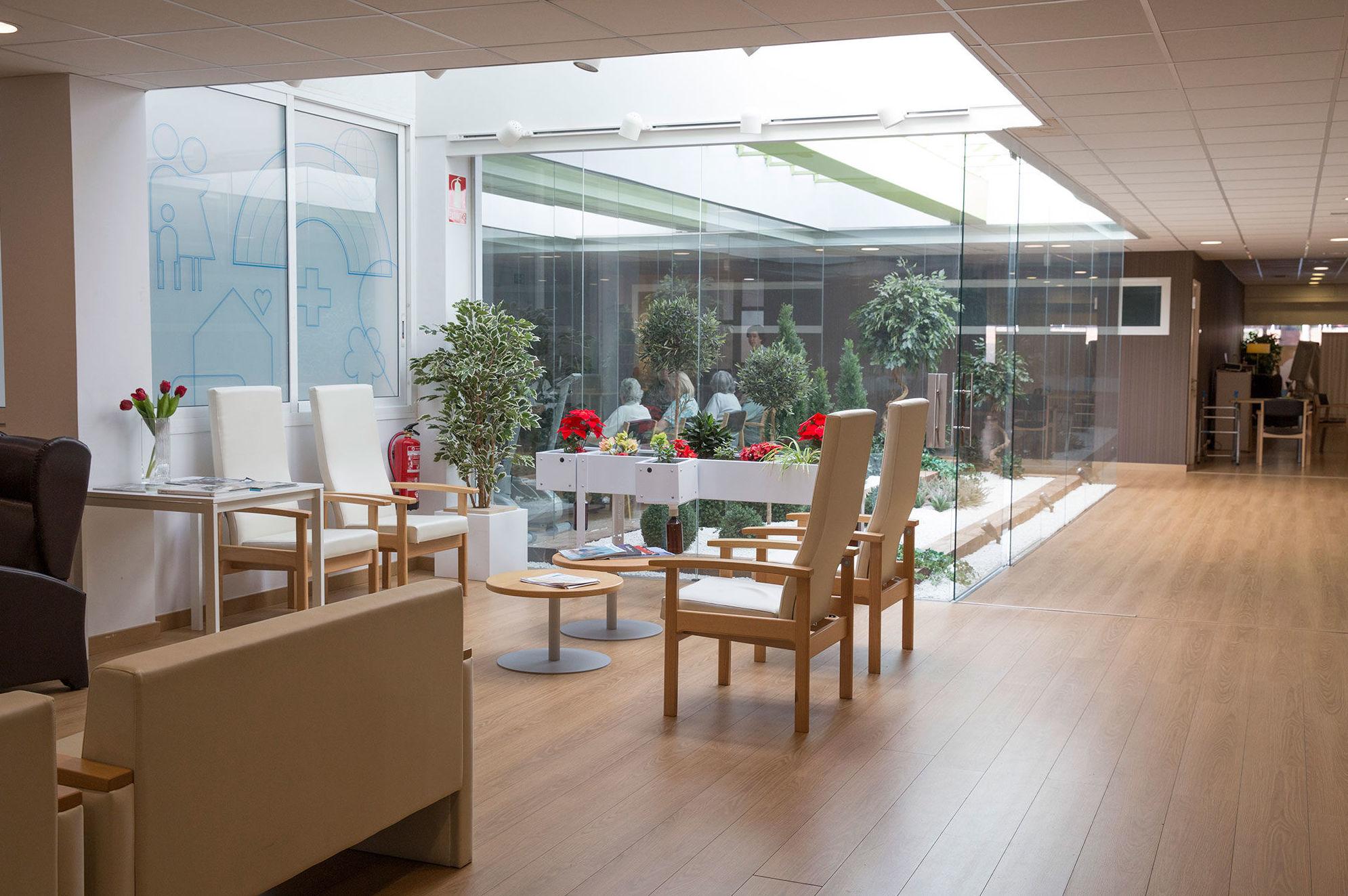 Salón luminoso del Centro de día Sarrià