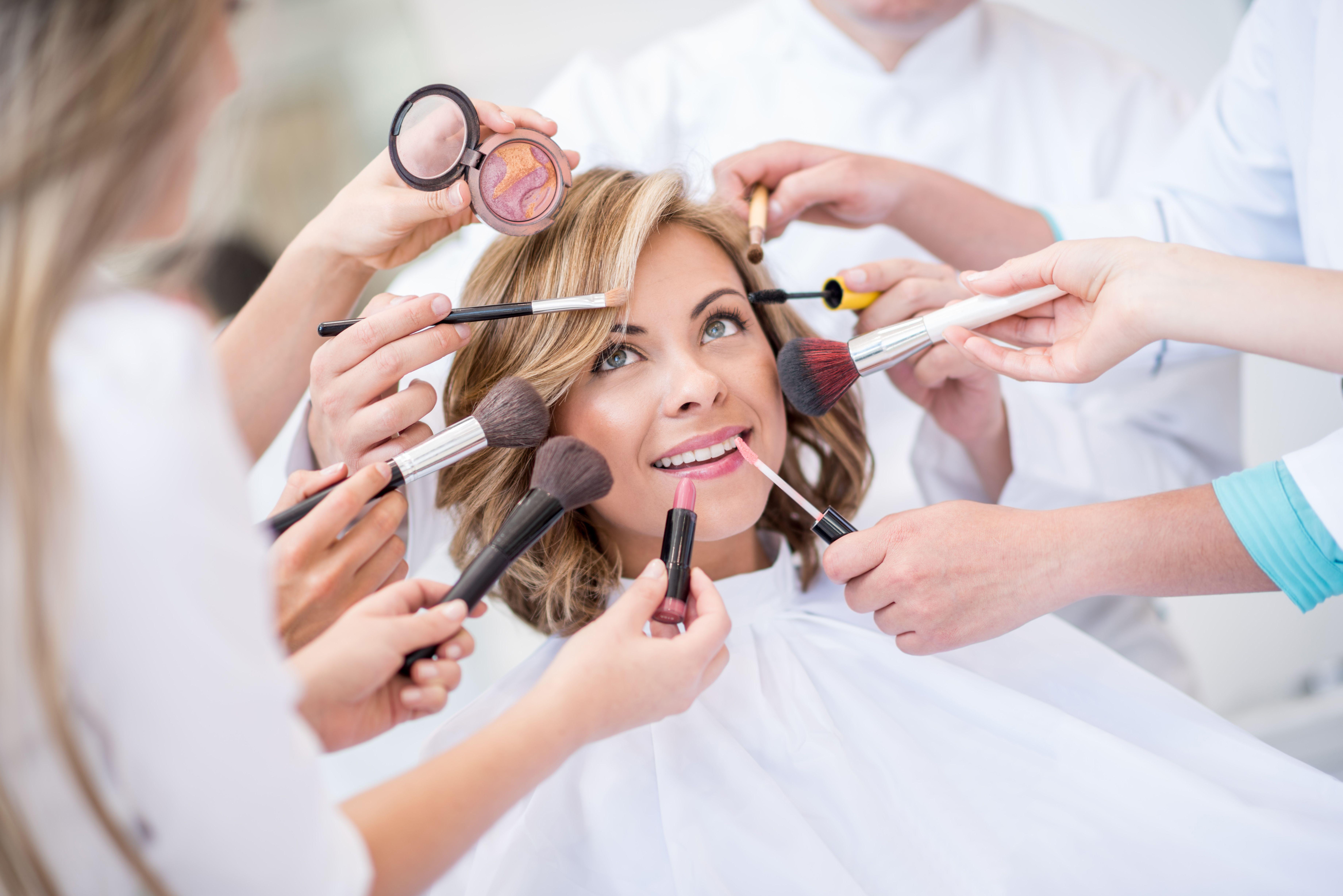 Maquillaje: Servicios de Salón de Belleza Nuevo Estilo