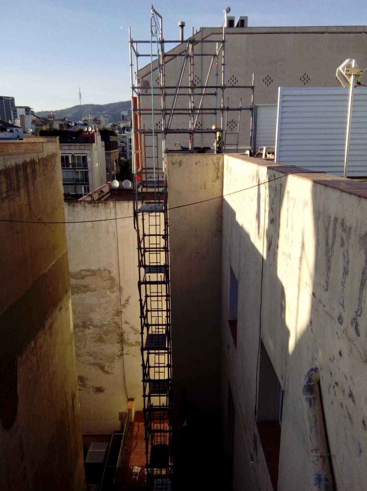 Antes de la restauración fachada posterior P°. de gracia 47-49