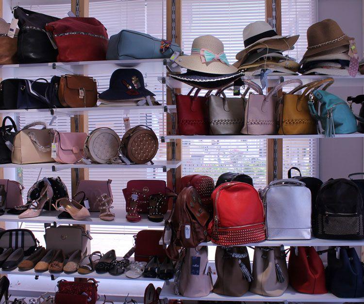 Sombreros y bolsos en Marbella