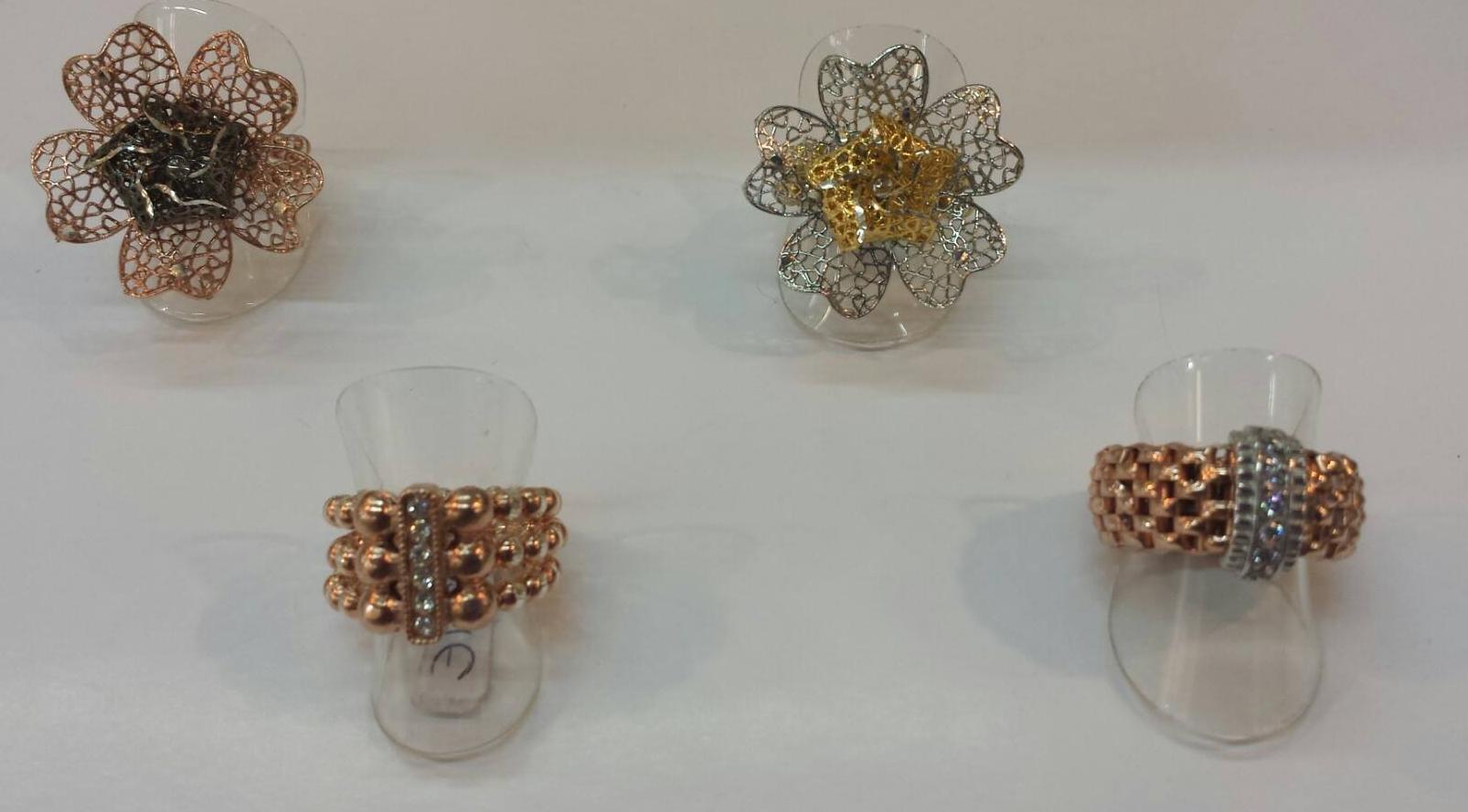 Anillos de plata, chapados en bronce y oro