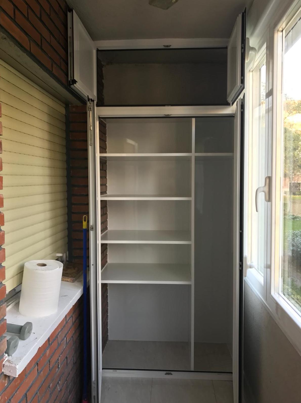 armario para terraza en abatible de dos hojas con maletero e interior personalizado por cliente