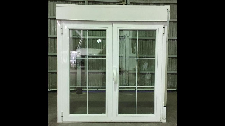 ventana en rotura de puente tèrmico , persiana ,doble cristal con barrotillo ingles