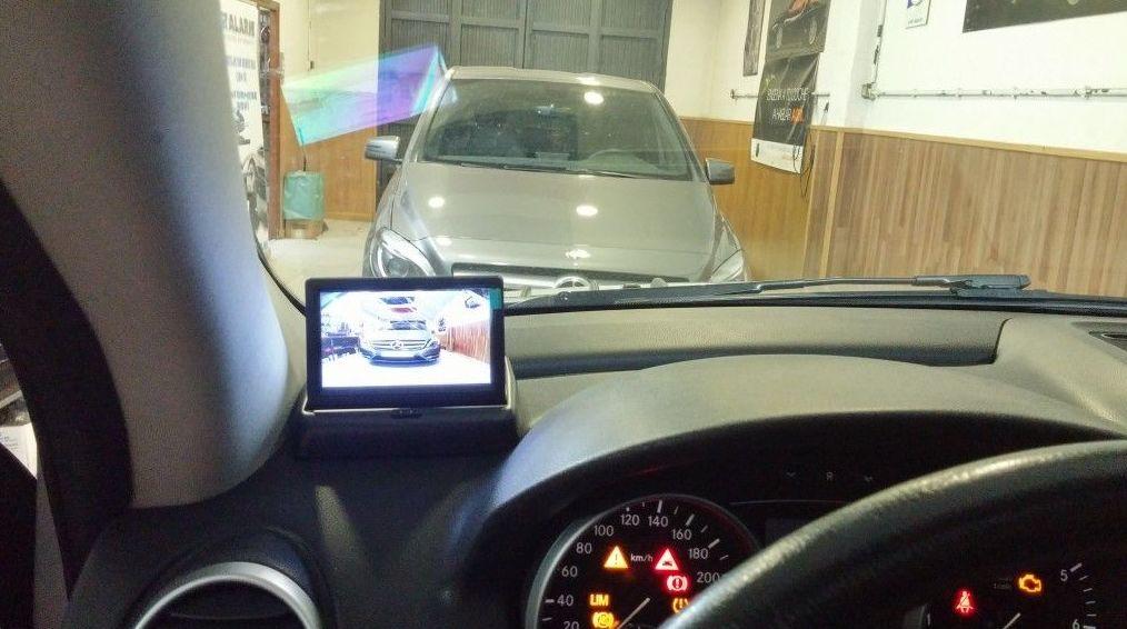 Cámara trasera con pantalla externa