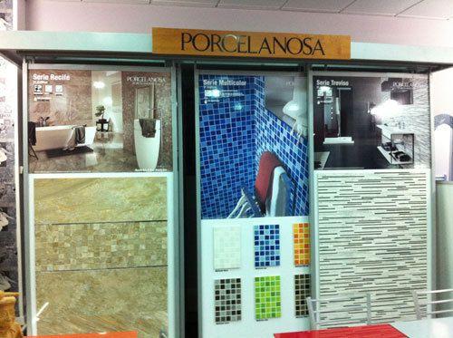 Exposición de muebles de baño en Gijón