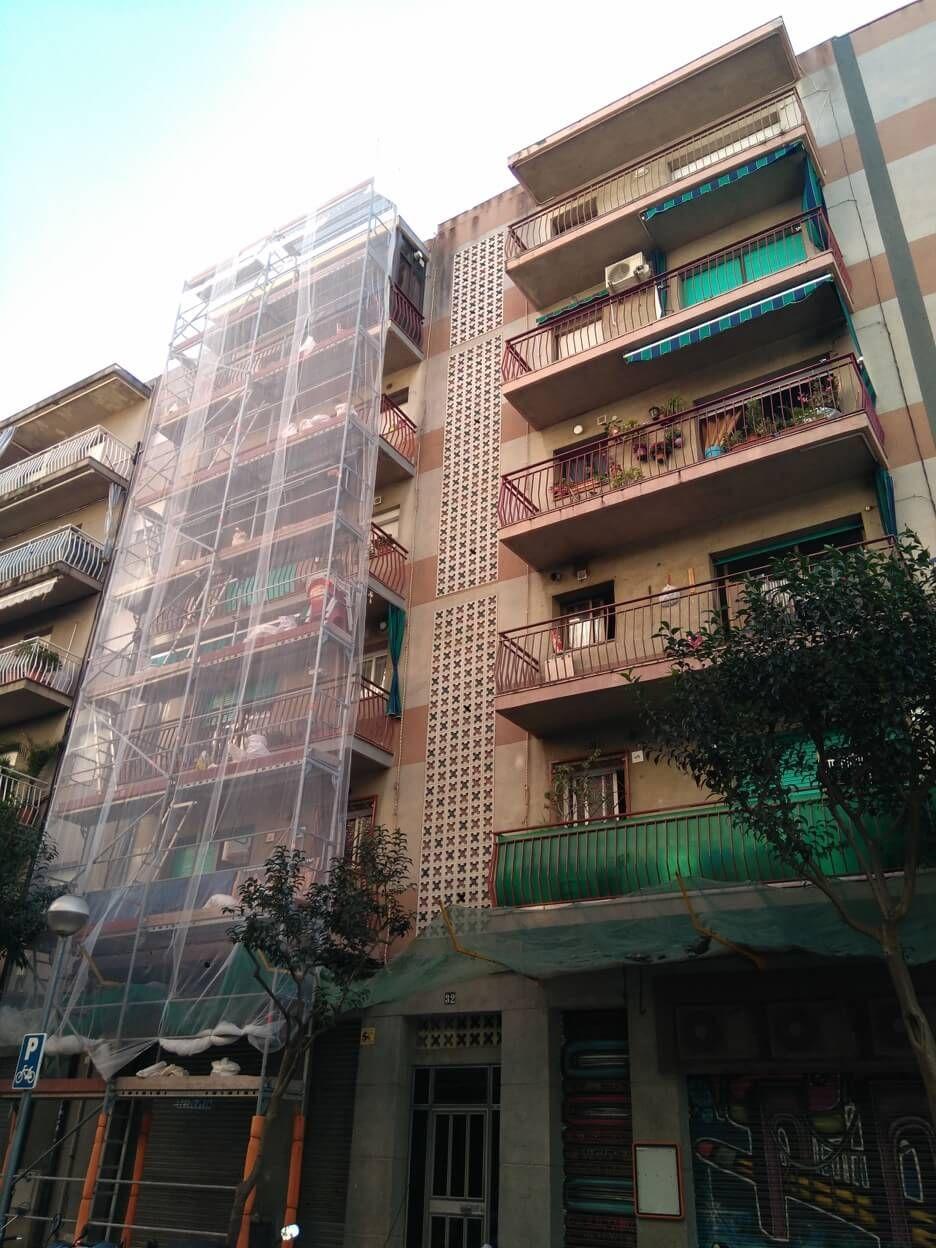 Trabajos con andamios en Esplugues de Llobregat (Barcelona)