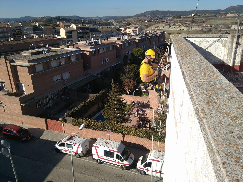 Trabajos verticales sin andamios en Esplugues de Llobregat (Barcelona)