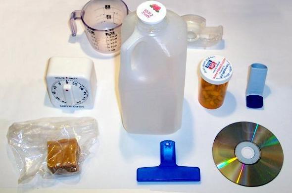 Variedad de artículos hechos con moldes de plástico