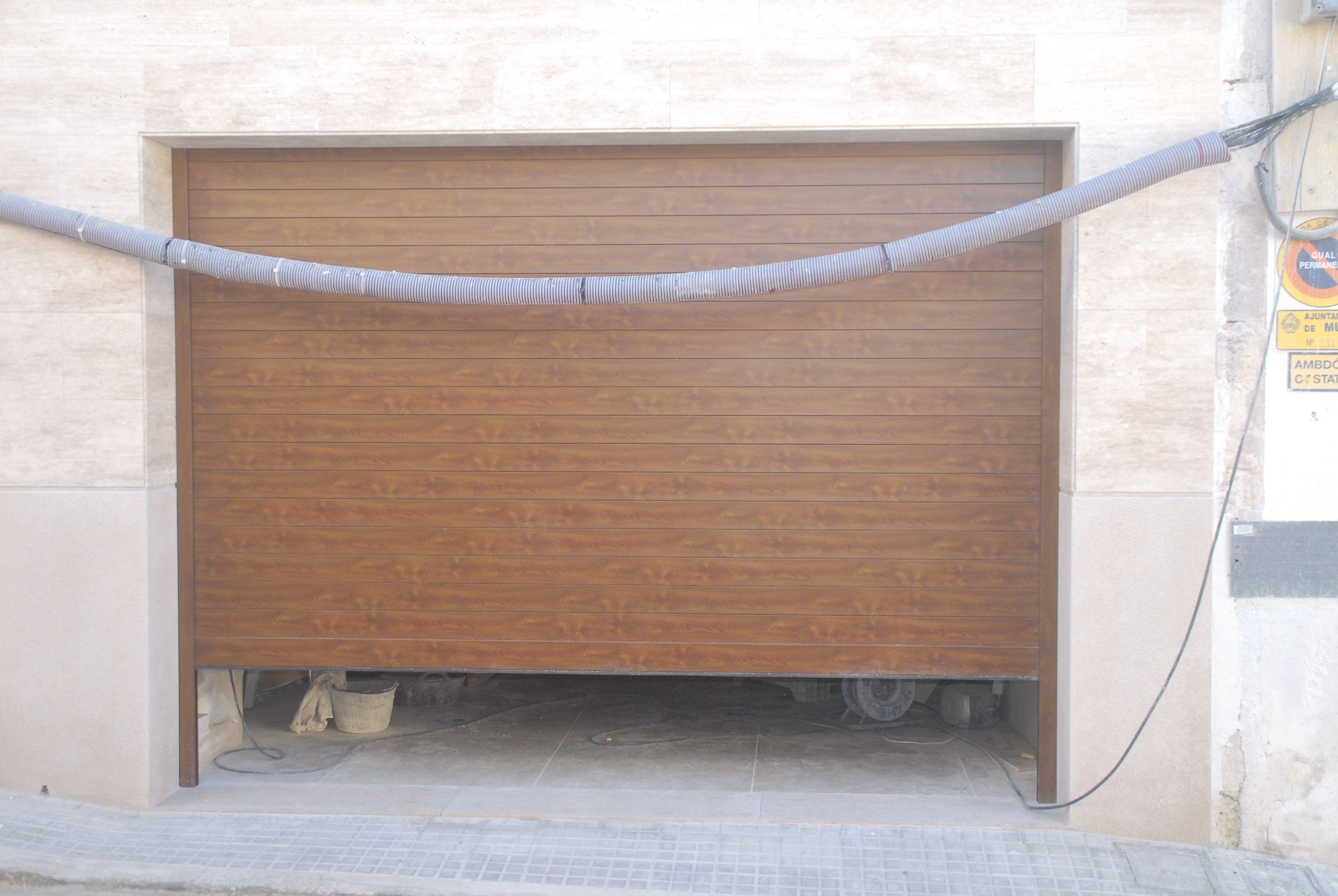 Puertas para garajes en Mallorca de calidad