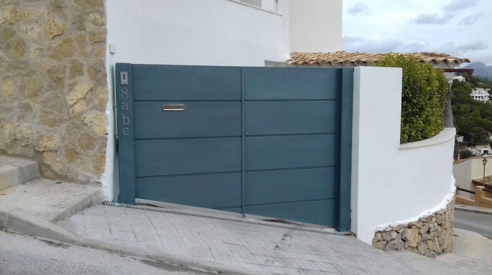 Puerta de acero galvanizado motorizada