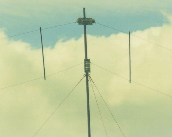 2 - 30MHZ Antena de Banda Ancha 150W: Productos de Invelco, S.A.