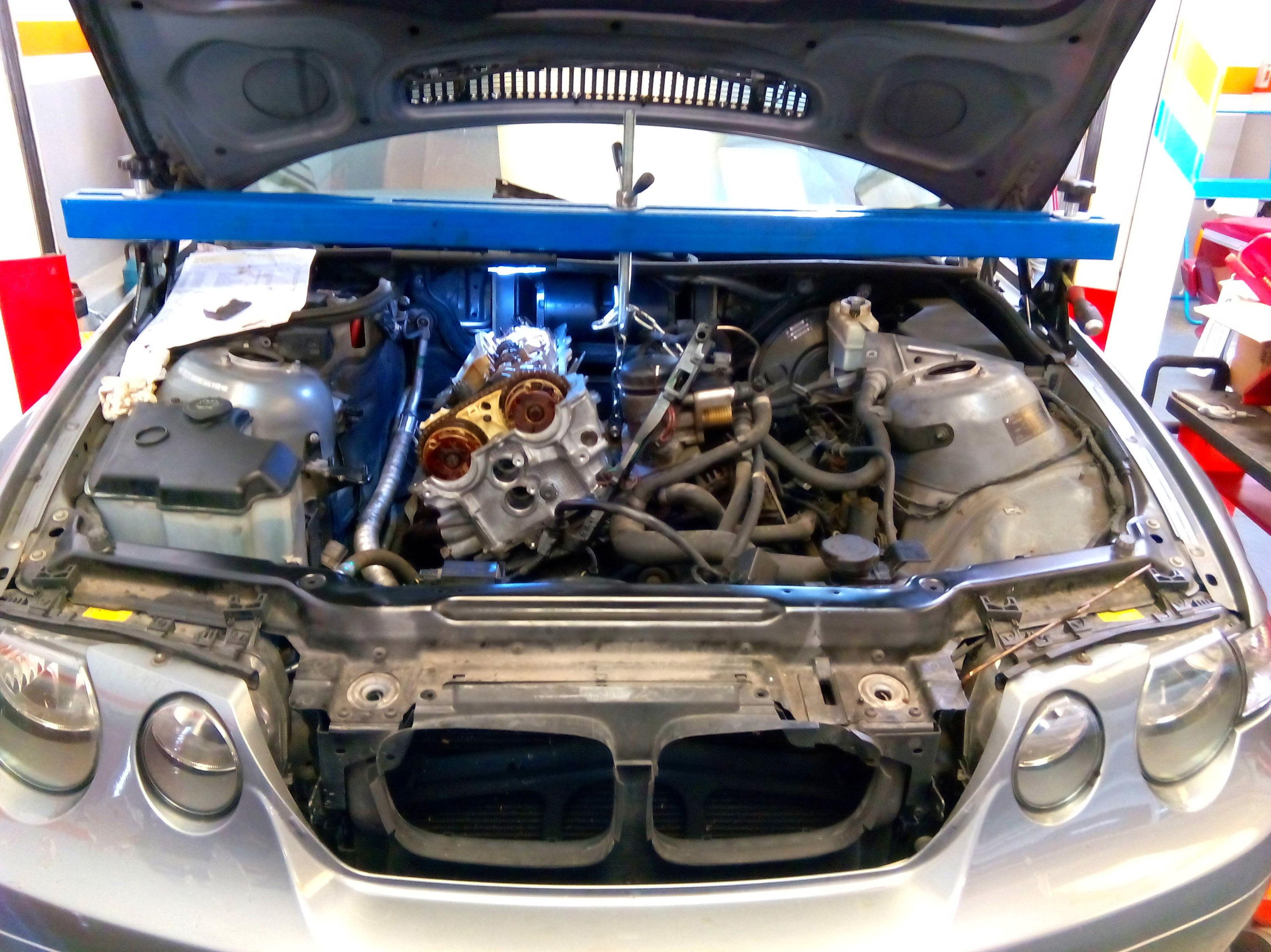 Reparacion culata BMW 316ti, Utillajes especificos