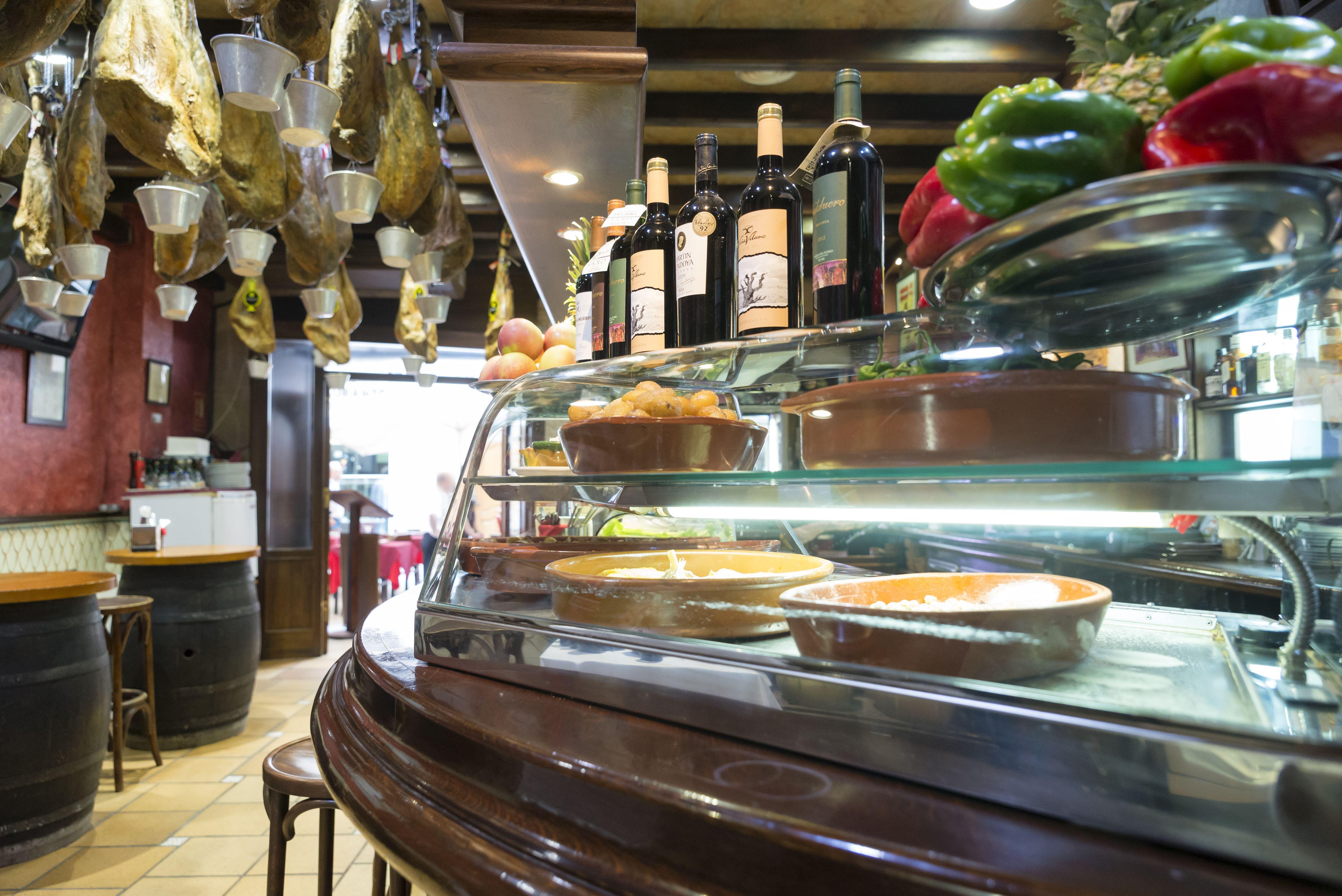 Foto 2 de Cocina mediterránea elaborada con ingredientes siempre frescos en Alicante | La Casona Alicantina