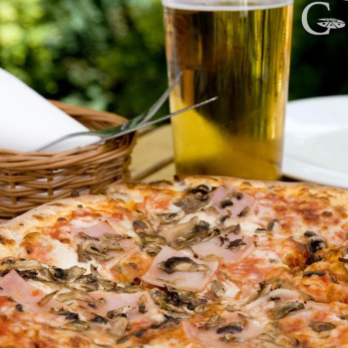 Pizza y cerveza ¿qué más se puede pedir?