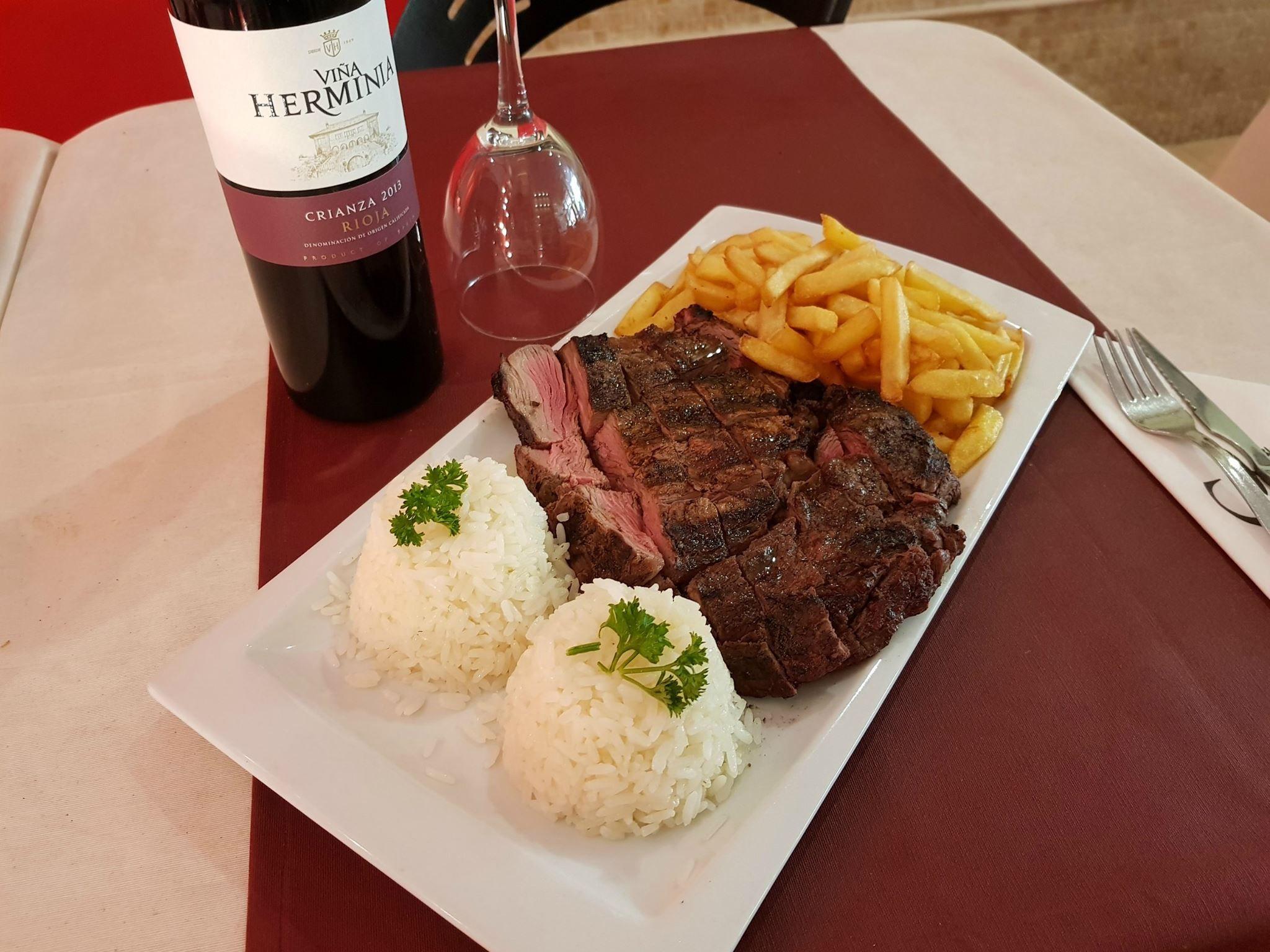 Bife Ancho con un buen vino