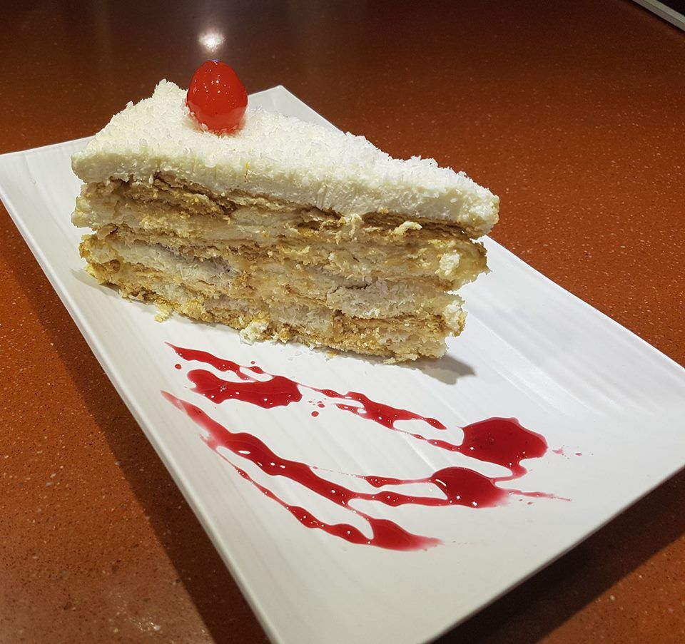 Tarta de coco casera, preparado por nuestro maestro pastelero.