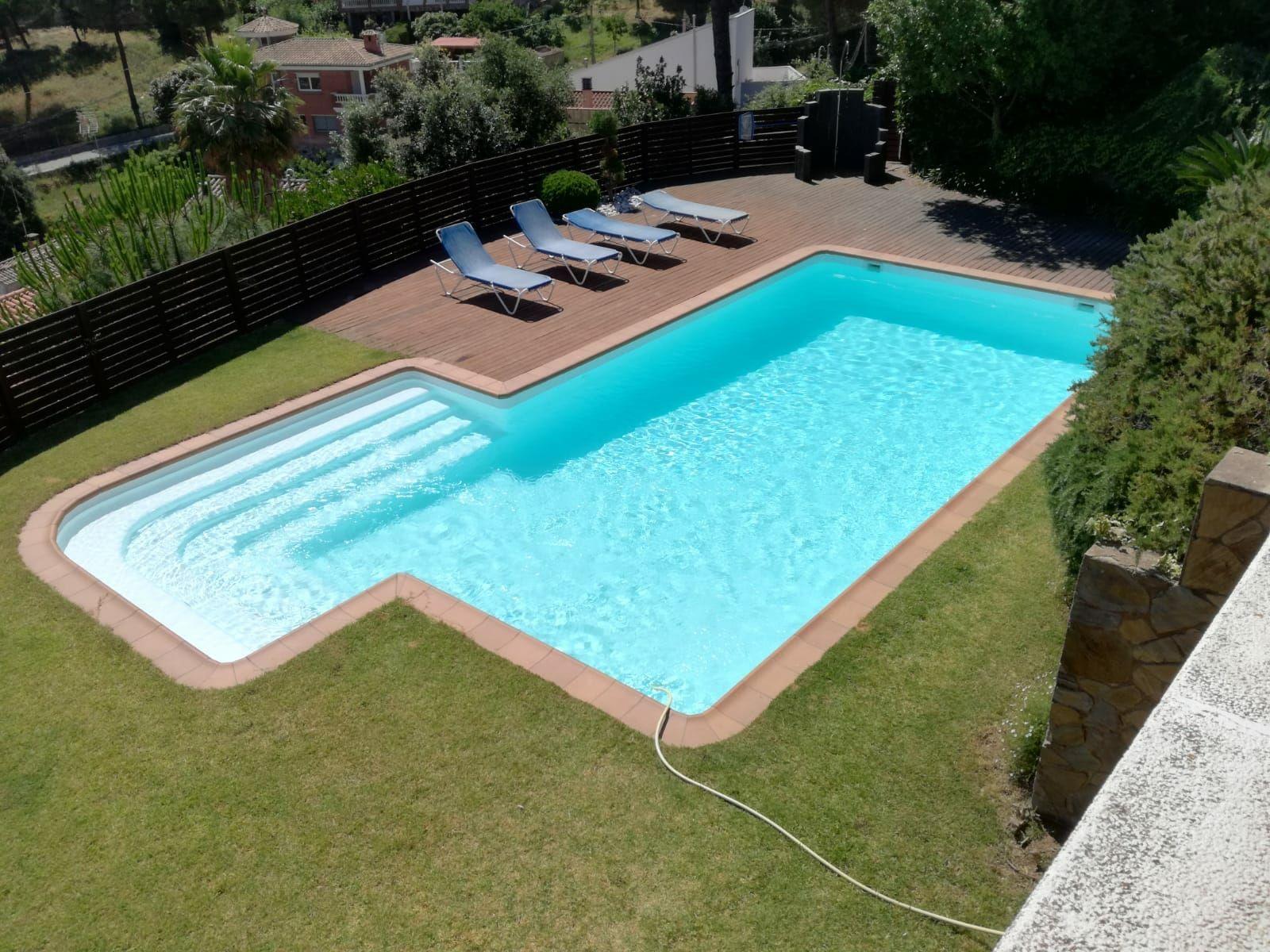 Instalación de piscinas con cualquier forma