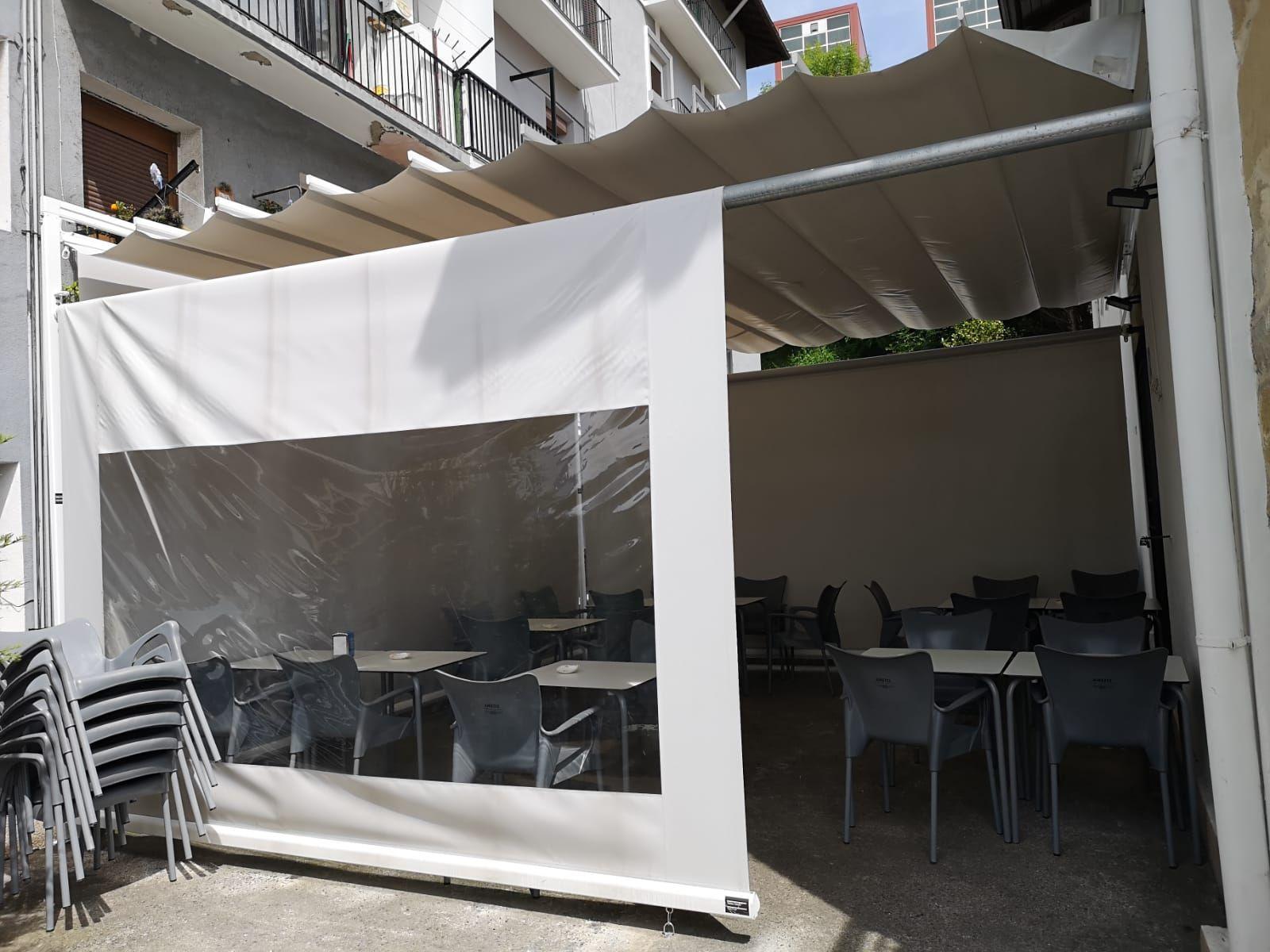 Restaurante, especialidad en miniparrilladas de marisco