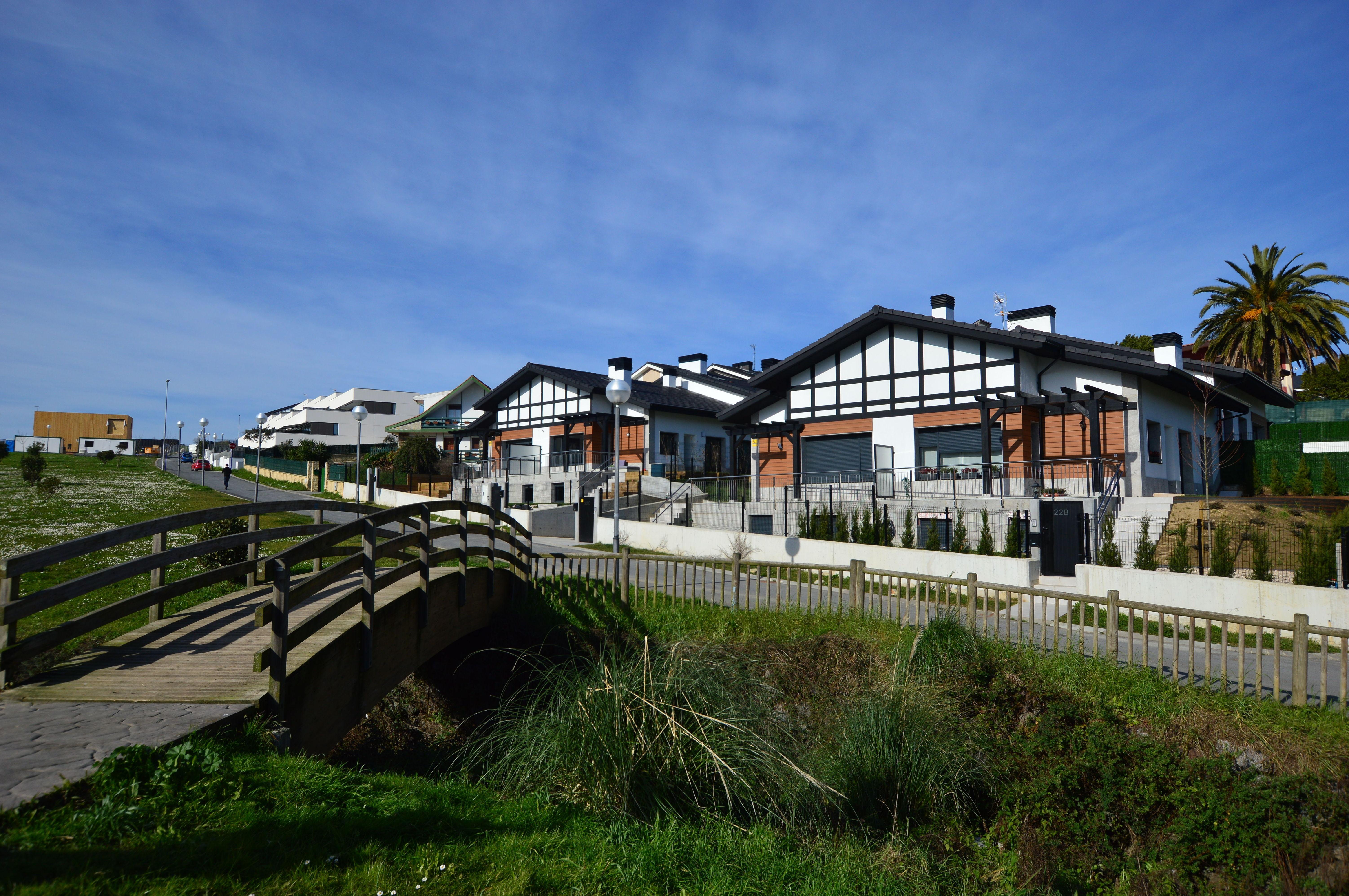 ASUETXE 2, S.COOP.            8 viviendas adosadas en el sector de Asu de SOPELA