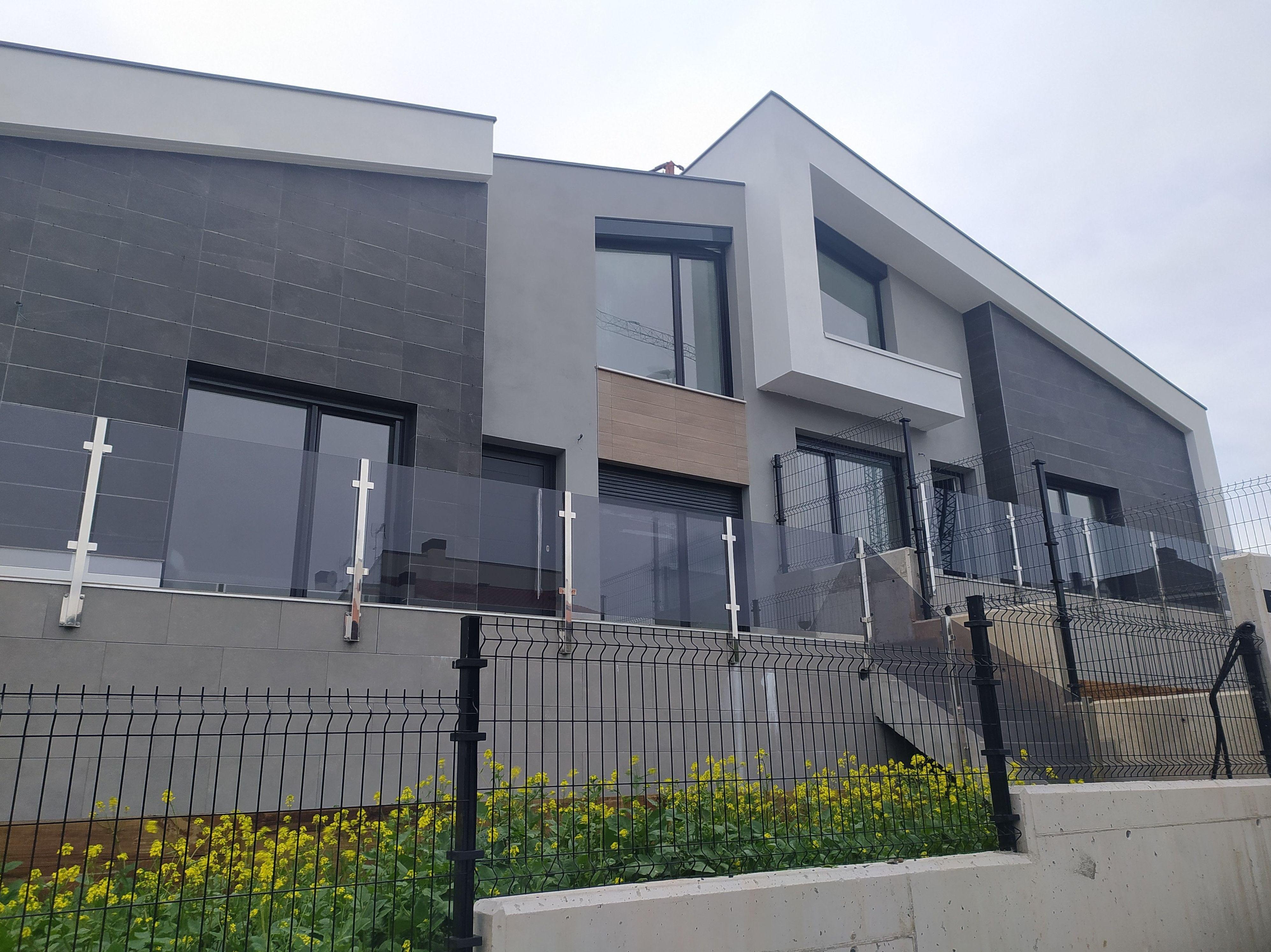 LAKSOPELA, S.COOP.                     4 viviendas adosadas en esquina en sector Asu de SOPELA
