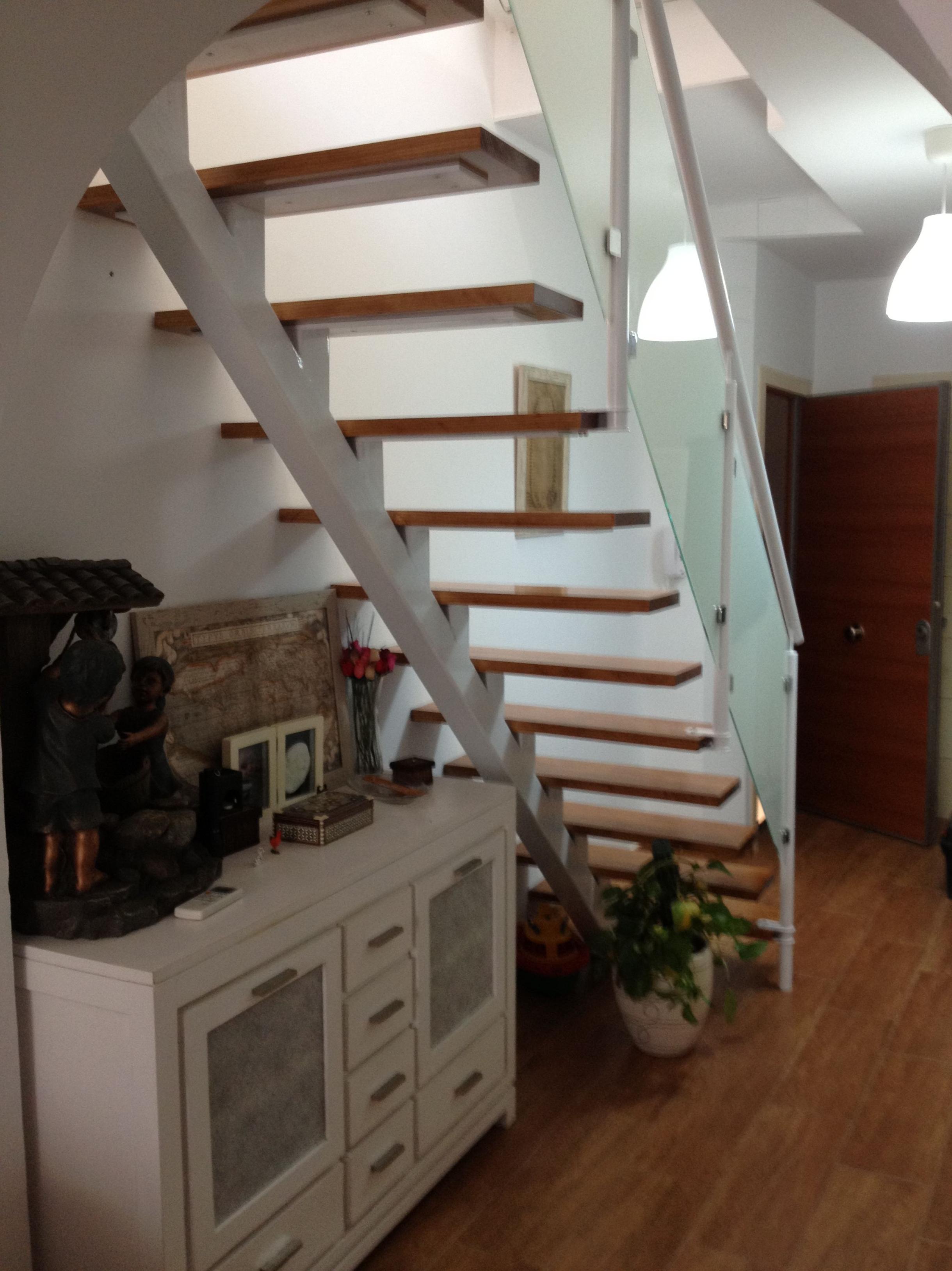 Escalera de hierro y madera