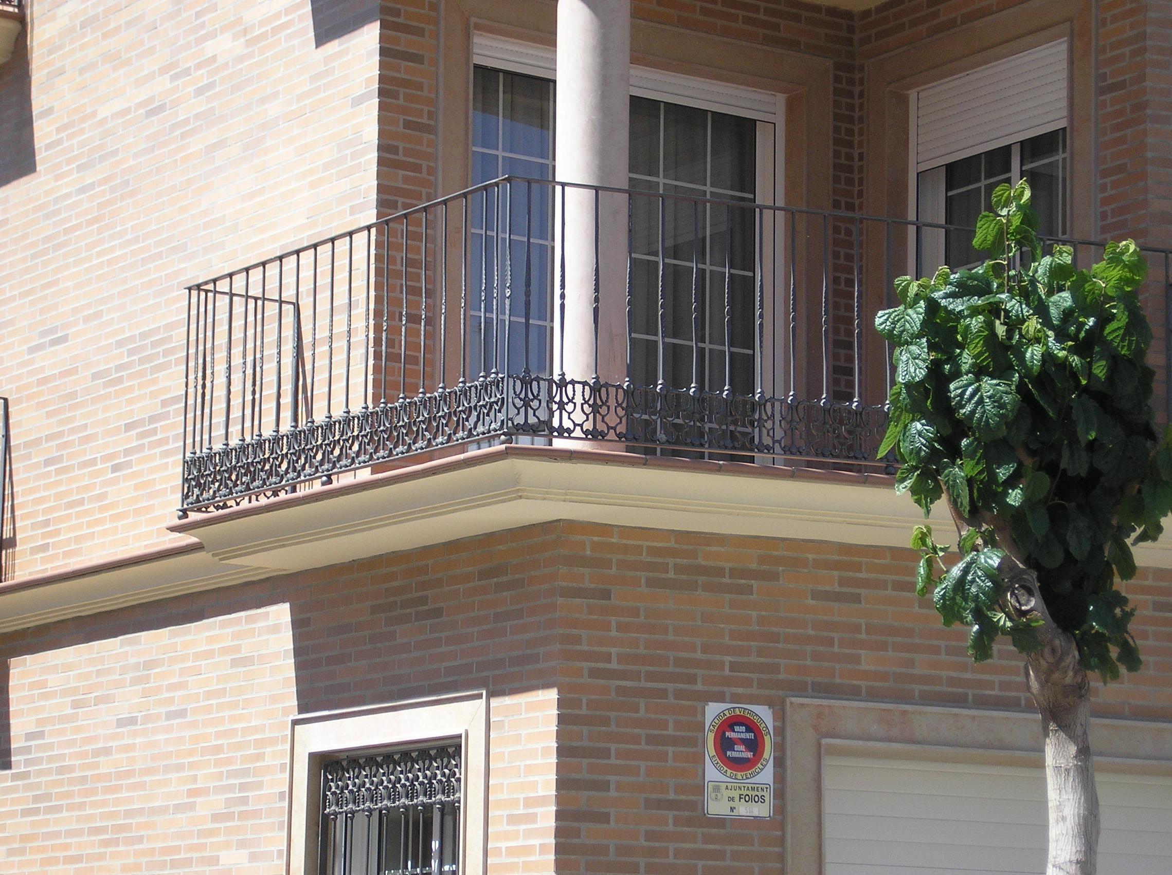 Barandilla de balcón de realizada con hierro