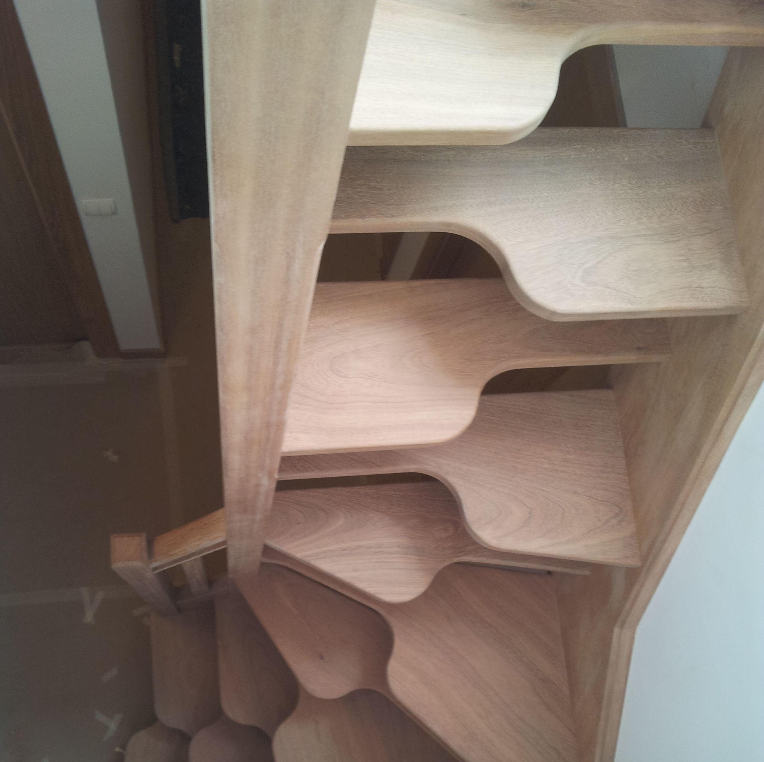 Escaleras con paso japon s para espacios reducidos for Escaleras modernas para espacios pequenos
