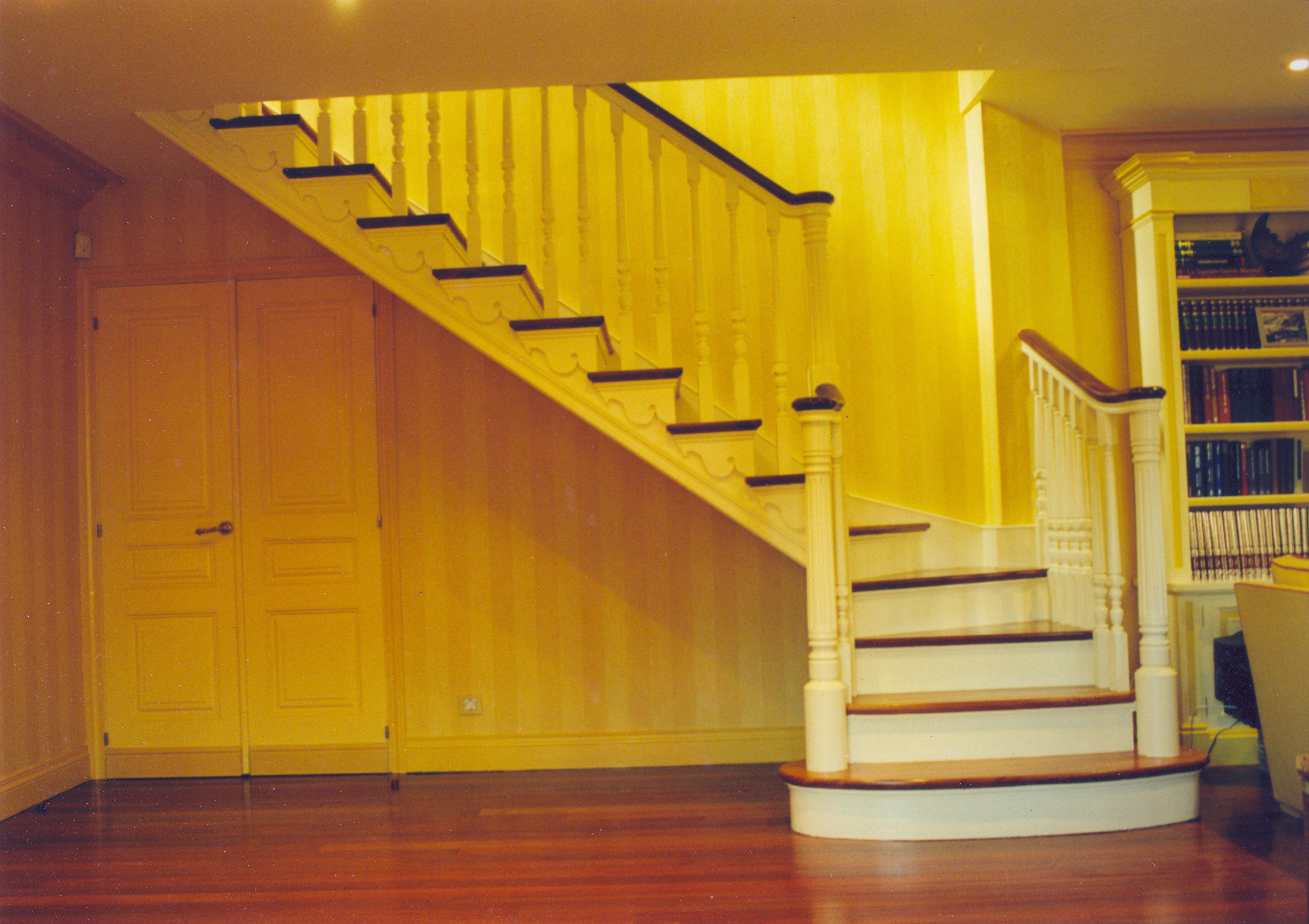 Escaleras de madera en bizkaia productos de carpinteria for Escalera en l
