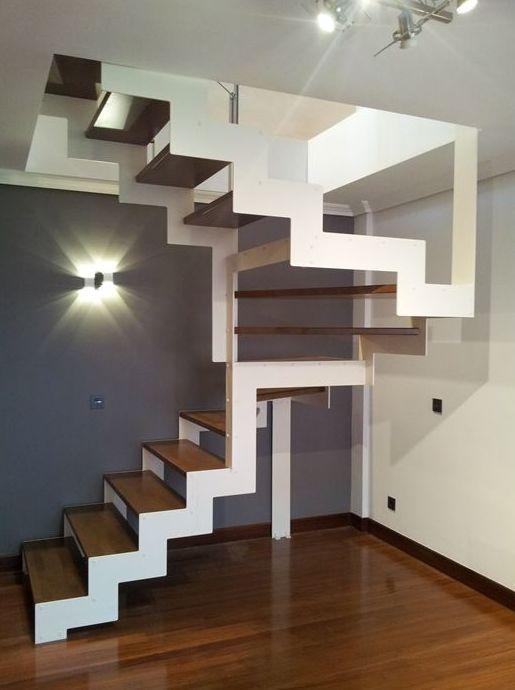 Foto 10 de Escaleras en    CARPINTERIA MAZUSTEGUI S.L