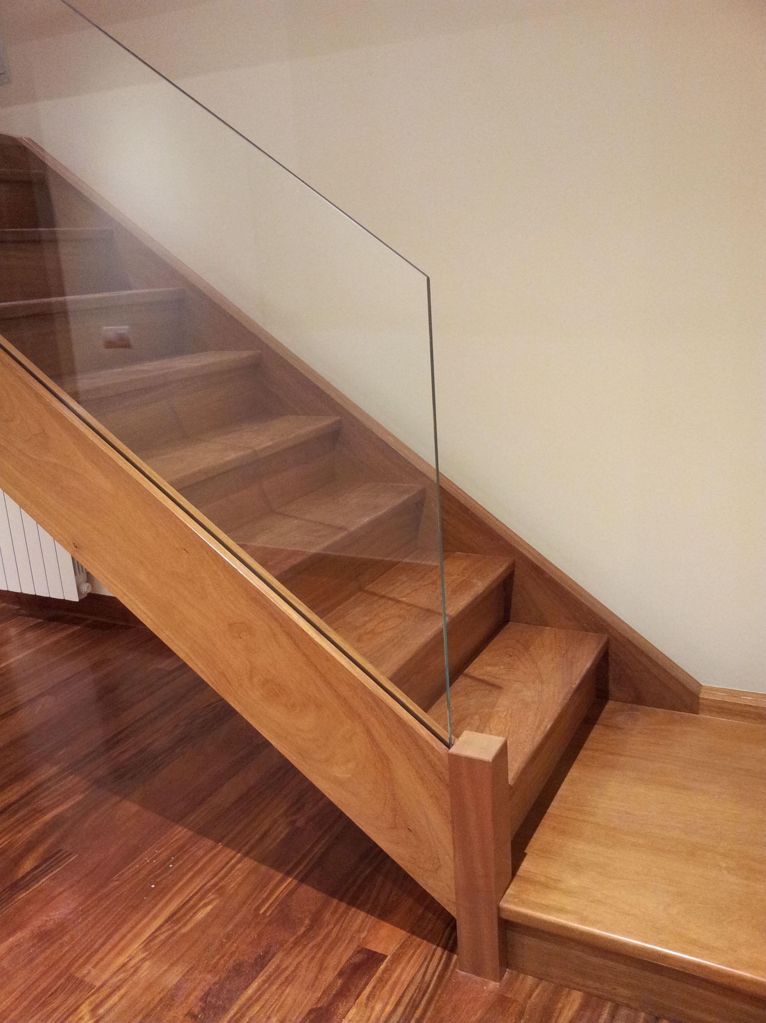 Foto 12 de Escaleras en  | CARPINTERIA MAZUSTEGUI S.L