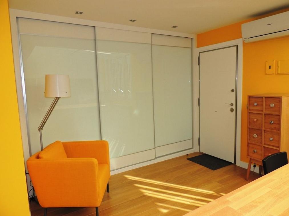 Puerta acorazada Kiuso y armario corredera serie MINI.