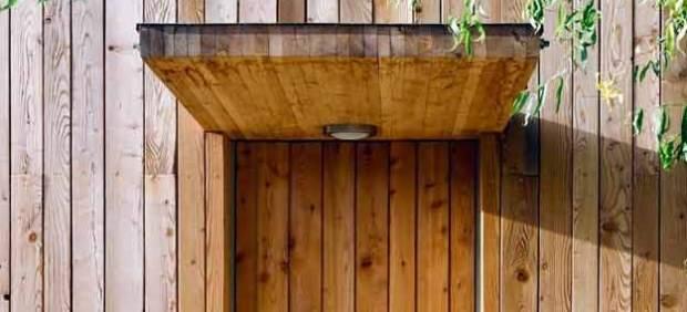 Puerta-y-fachada-de-madera