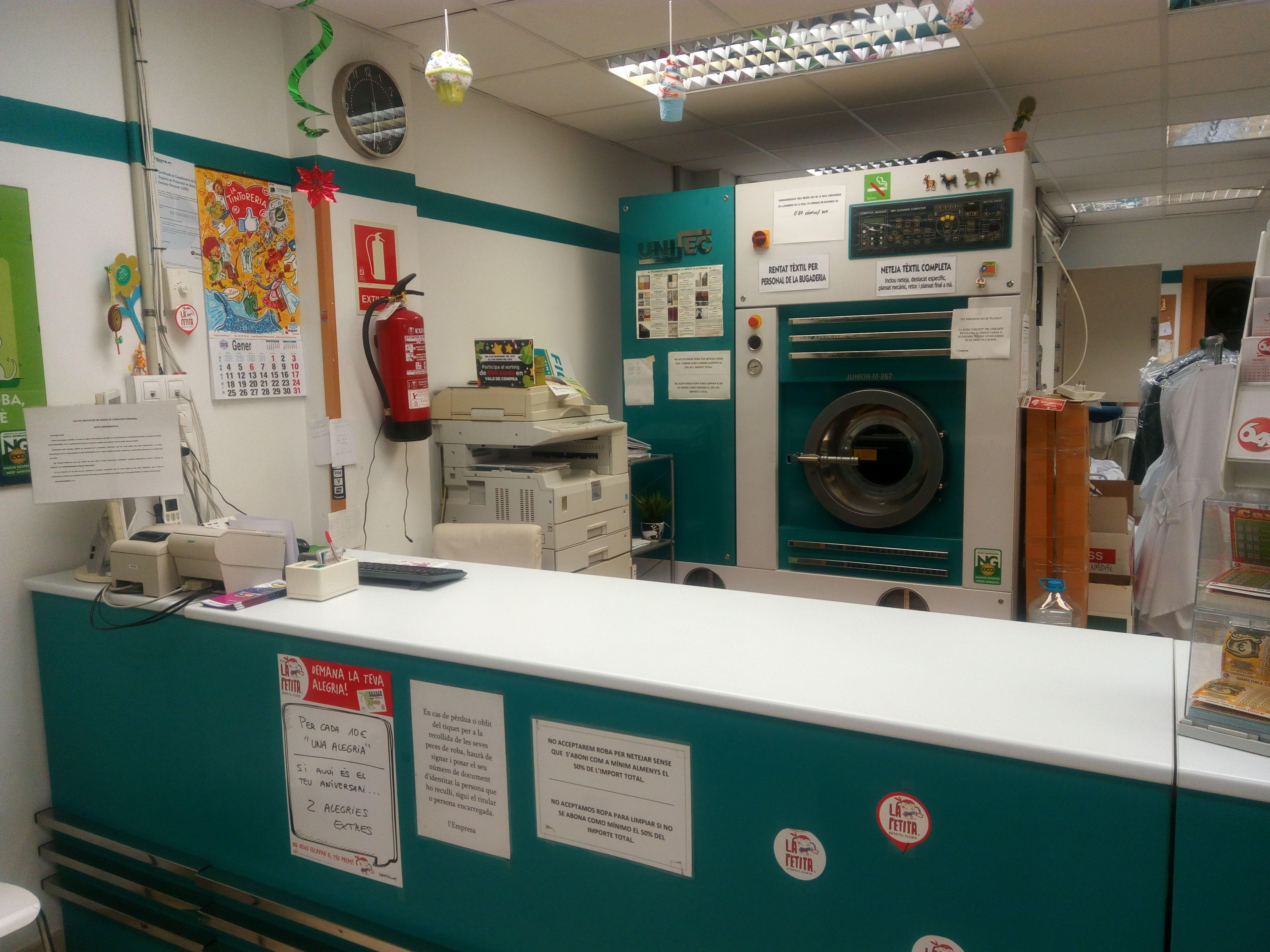 Foto 6 de Tintorerías y lavanderías en Torredembarra | Figueras - Tintoreria-Bugaderia