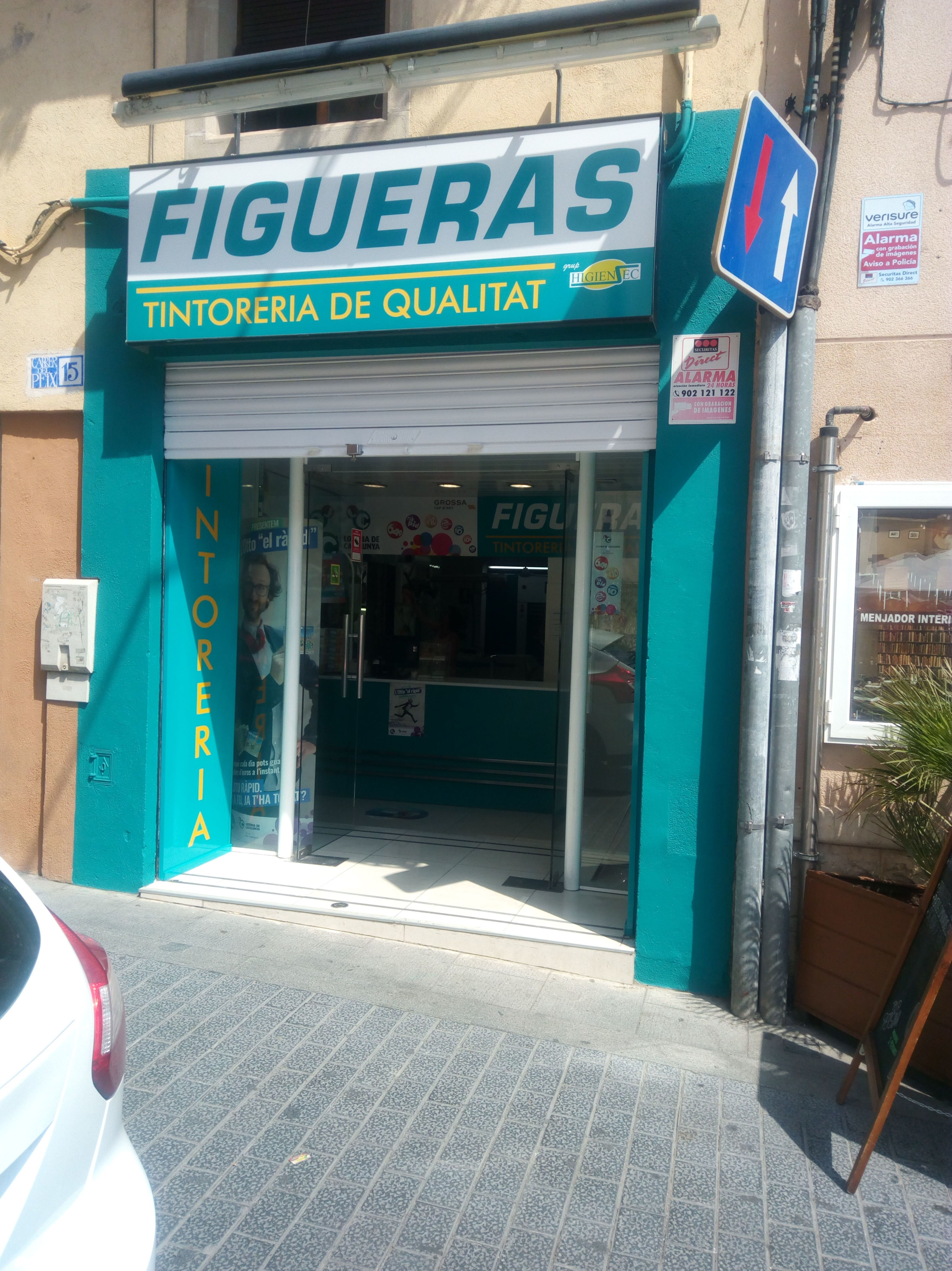 Foto 7 de Tintorerías y lavanderías en Torredembarra | Figueras - Tintoreria-Bugaderia
