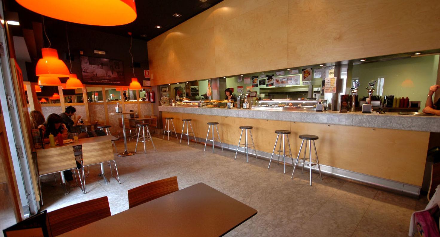 Foto 1 de Bar con amplia variedad de tapas y comida rápida en Burgos | Tapería Royal