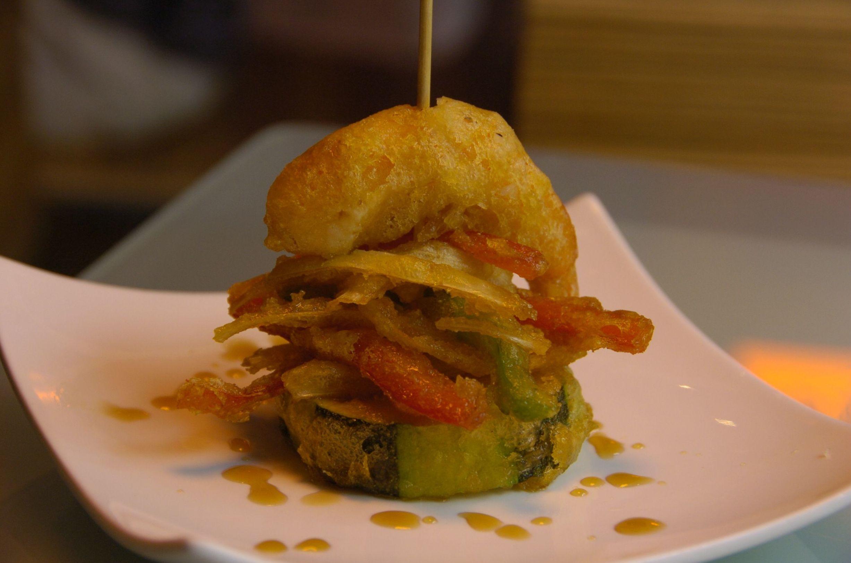 Foto 8 de Bar con amplia variedad de tapas y comida rápida en Burgos | Tapería Royal