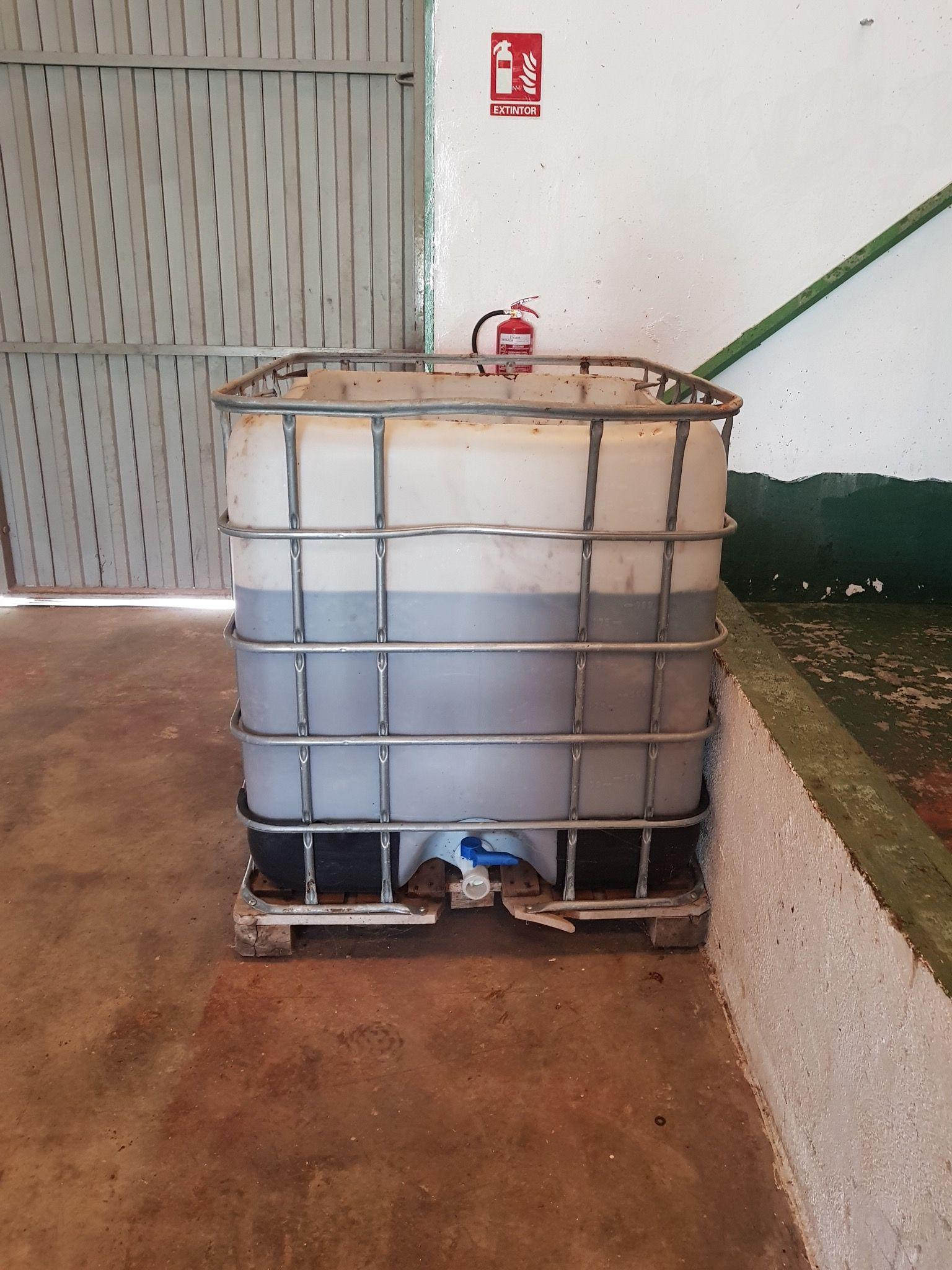 Colocación de depósitos para aceite usado en Valencia